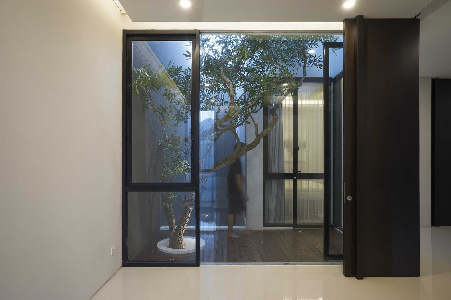 """Simple Projects Architecture """"s"""" House Pakuwon Indah, Surabaya - Indonesia Pakuwon Indah, Surabaya - Indonesia 2Nd Floor Room   32994"""