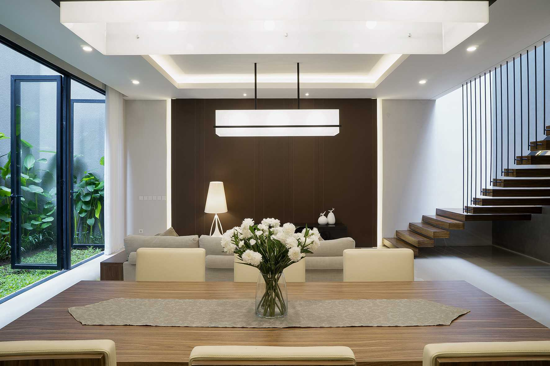 """Simple Projects Architecture """"s"""" House Pakuwon Indah, Surabaya - Indonesia Pakuwon Indah, Surabaya - Indonesia Dining Room   33114"""