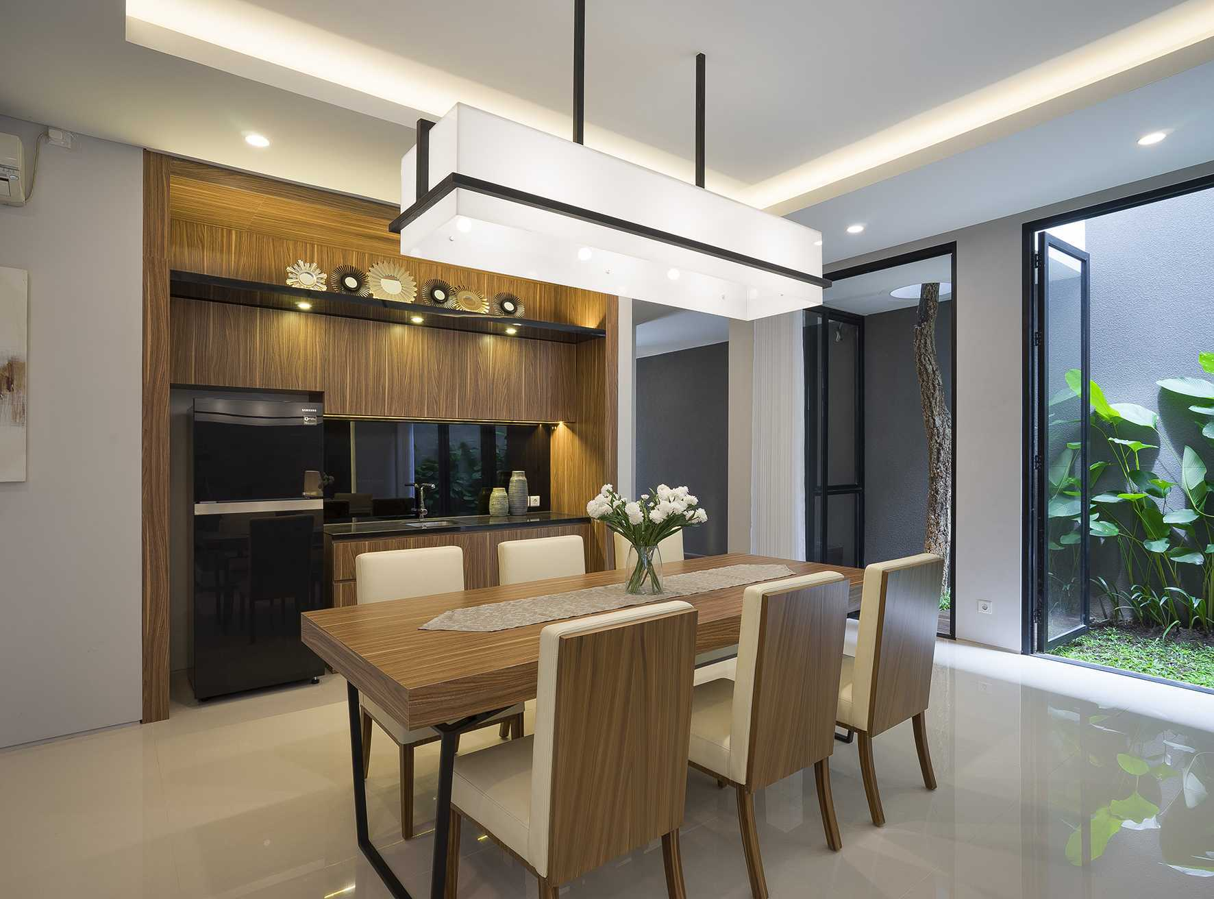 """Simple Projects Architecture """"s"""" House Pakuwon Indah, Surabaya - Indonesia Pakuwon Indah, Surabaya - Indonesia Newedittres   45725"""