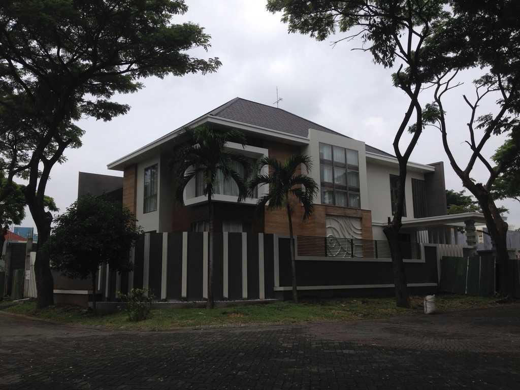 Andre Sutanto Minimalist Corner House Villa Royal Pakuwon City Villa Royal Pakuwon City Facade Minimalis  25536