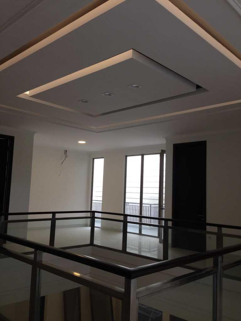 Andre Sutanto Minimalist Corner House Villa Royal Pakuwon City Villa Royal Pakuwon City 2Nd Floor Minimalis  25540