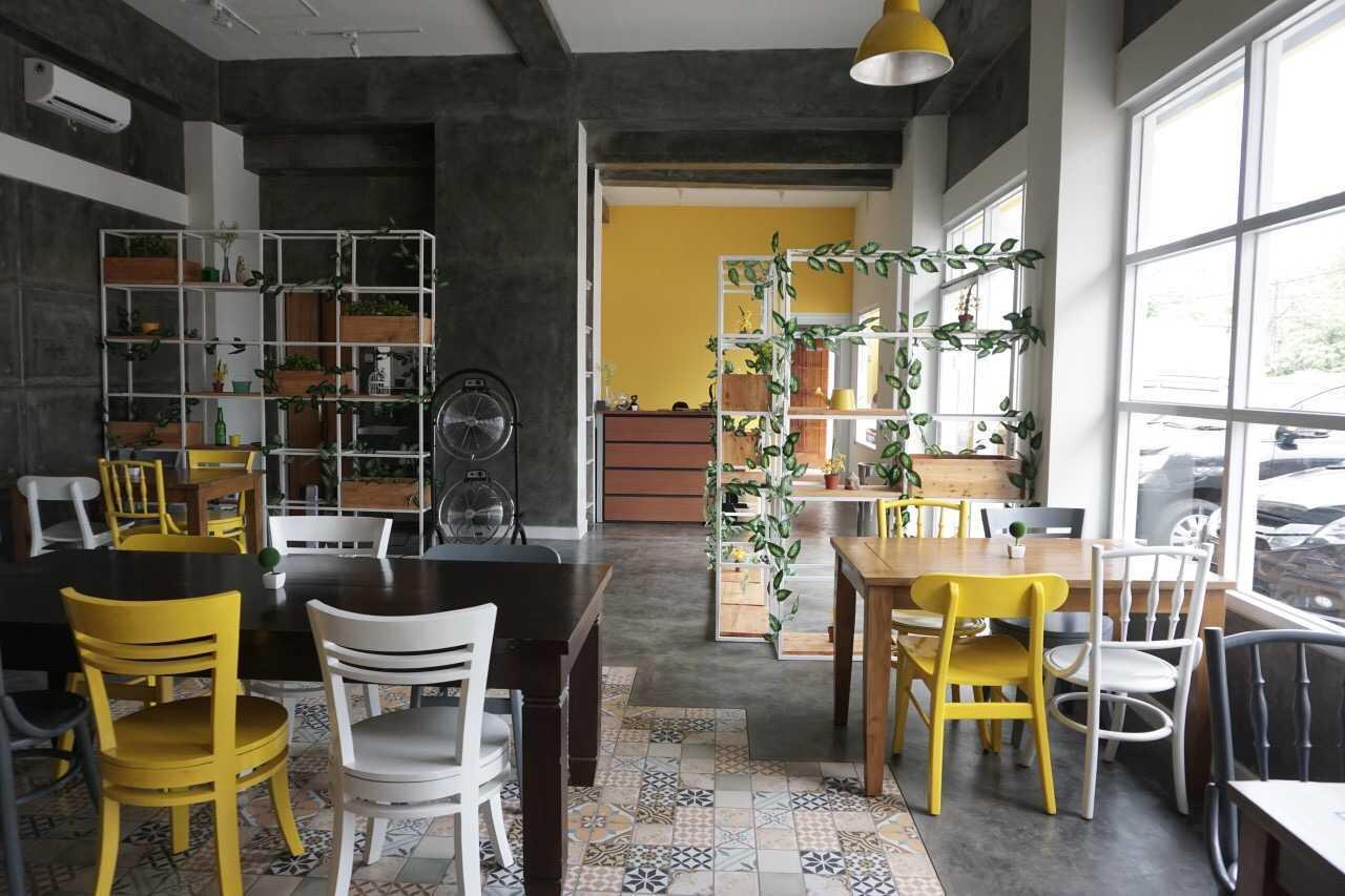 Sia Living Castella Eatery Depok, Kota Depok, Jawa Barat, Indonesia  Seating Area   46638