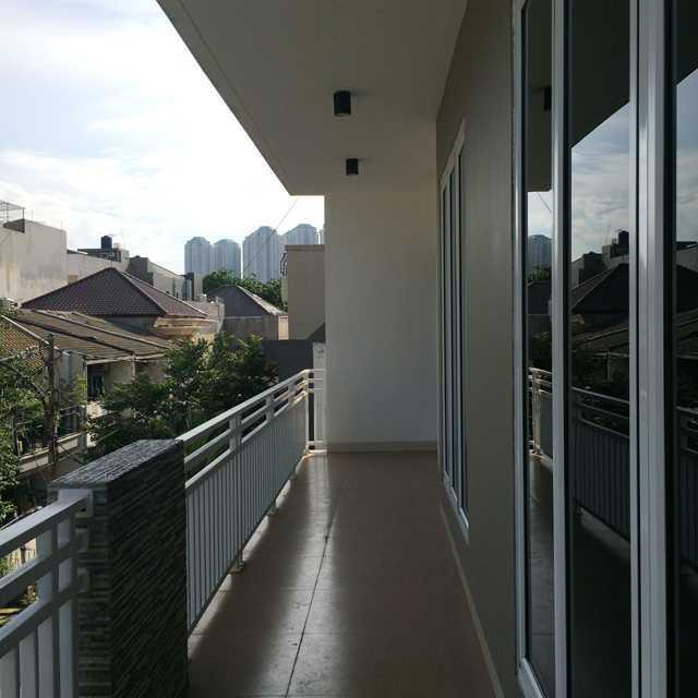 Erik Esdras Rawa Kepa House Jl Rawa Kepa I, No 614, Tomang Jl Rawa Kepa I, No 614, Tomang Balcony Modern  25029