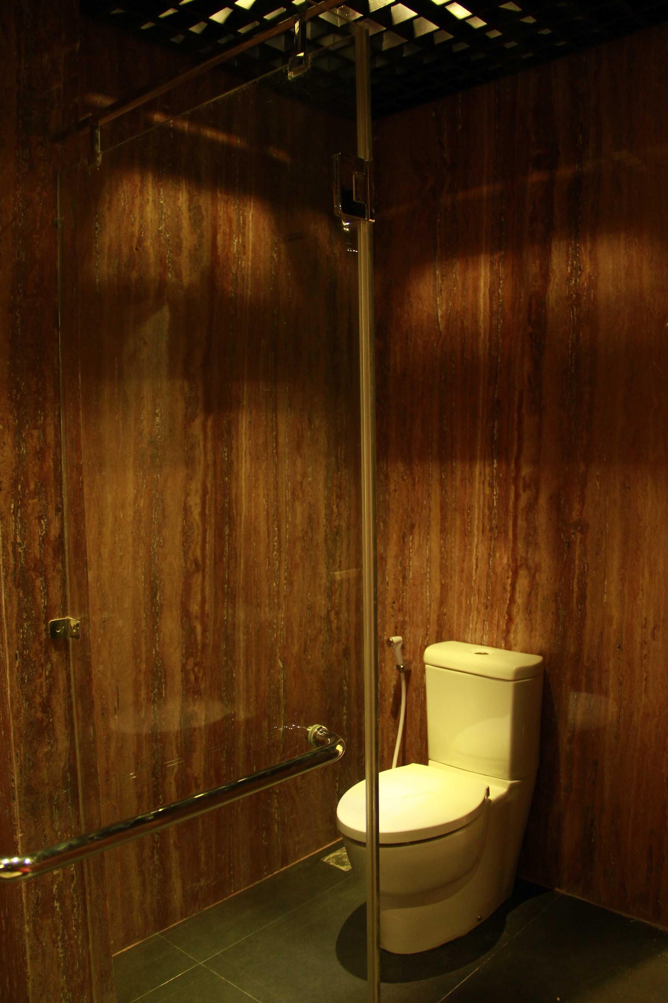 Dimas Andrea 2Br Unit - Residence 8 Jakarta Selatan Jakarta Selatan Bathroom Modern  23673