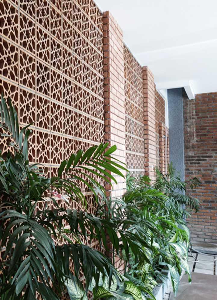 Bral Architect Sabaya House Surabaya City, East Java, Indonesia Surabaya Exterior - Wall Klasik  24891
