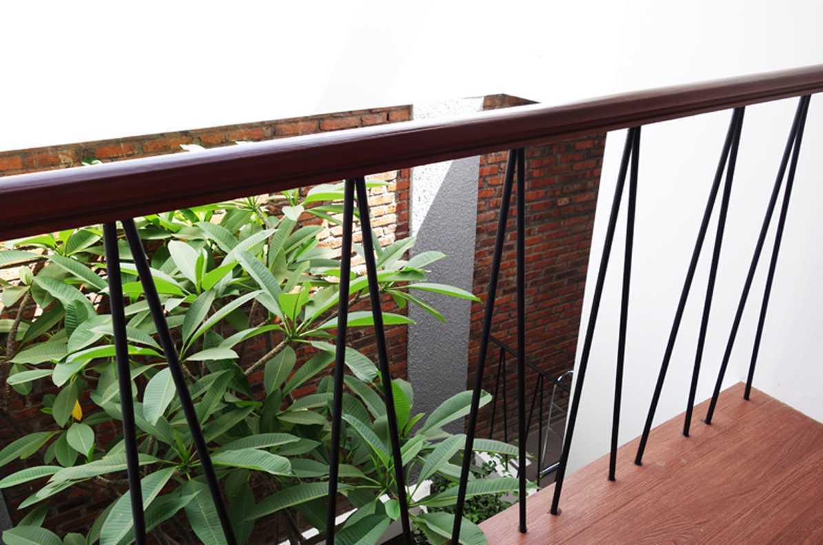 Bral Architect Sabaya House Surabaya City, East Java, Indonesia Surabaya Balcony Modern  24892