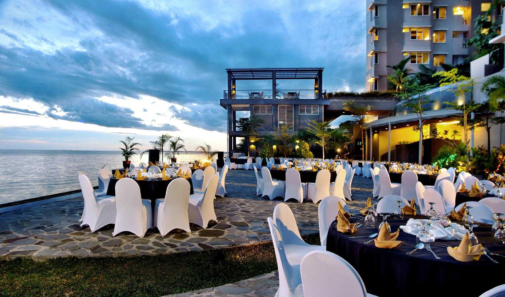 Indra Gunadi Aston Hotel & Apartment Balikpapan Balikpapan, Balikpapan City, East Kalimantan, Indonesia Balikpapan Dining Area Modern  24882