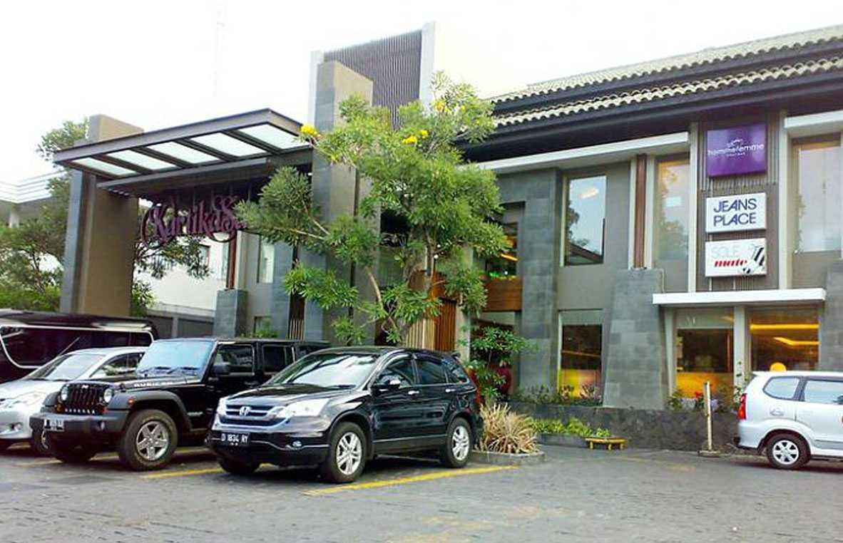 Bral Architect Kartika Sari Dago Coblong, Bandung City, West Java, Indonesia Dago, Bandung Parking Area Modern  24874