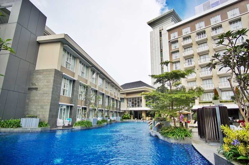Bral Architect Mercure Hotel Setiabudi Jl. Dr. Setiabudhi No. 269 - 275, Kel. Cidadap, Kec. Sukasari, Isola, Sukasari, Kota Bandung, Jawa Barat 40154, Indonesia Setiabudi, Bandung Swimming Pool Tropis  24862