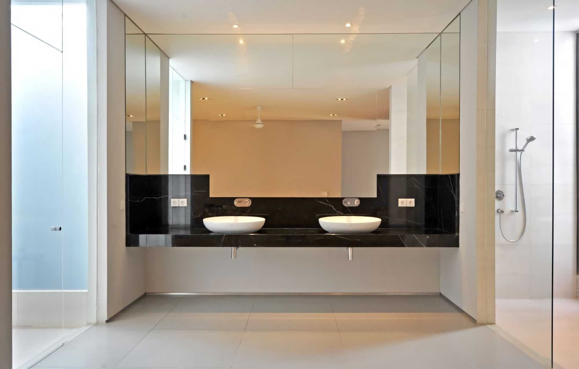 Ivan Priatman Architecture Ddyw Residence Surabaya, Kota Sby, Jawa Timur, Indonesia Surabaya Bathroom   23722
