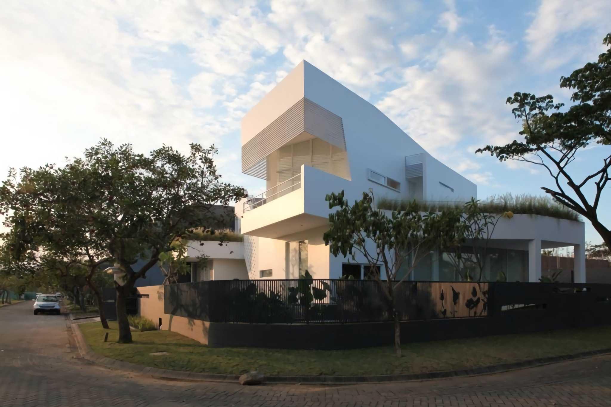 Ivan Priatman Architecture Ipcw Residence Surabaya Surabaya Street View At Day   23747
