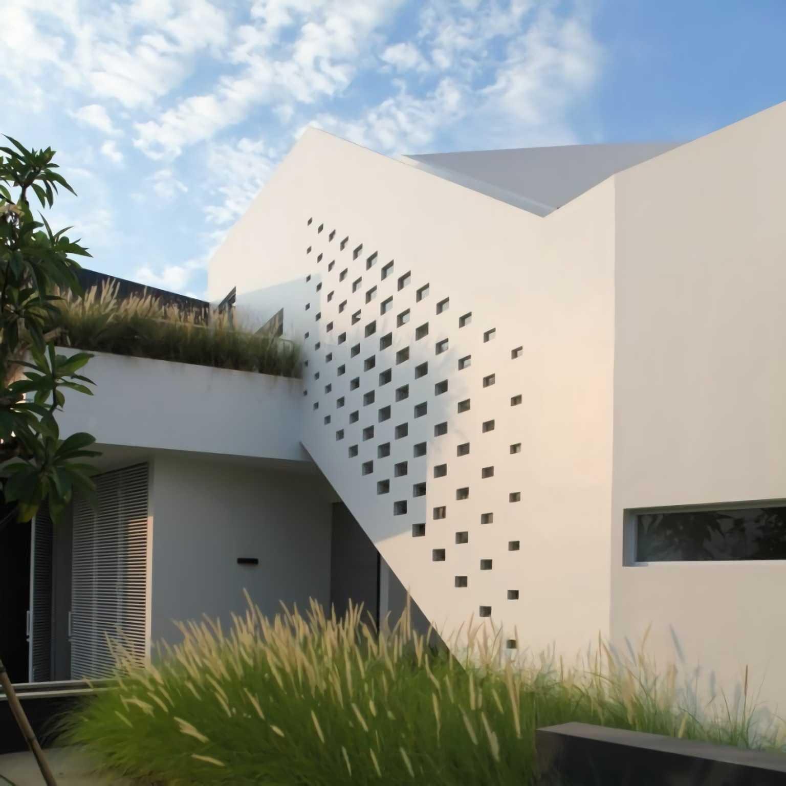 Ivan Priatman Architecture Ipcw Residence Surabaya Surabaya Exterior View   23757