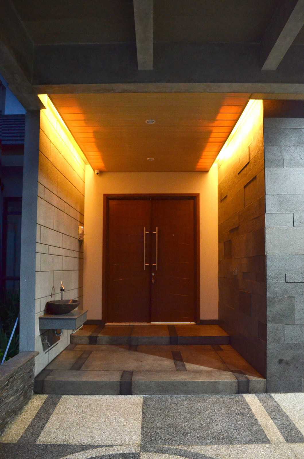 X3M Architects Nittaya A3 15 House Bsd Bsd Front Door   25322