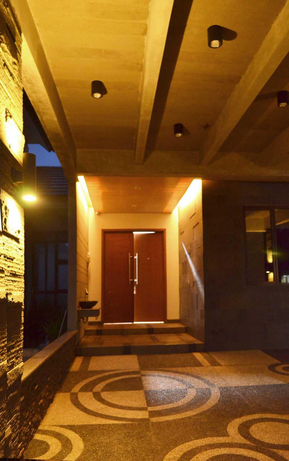 X3M Architects Nittaya A3 15 House Bsd Bsd Front Door   25327
