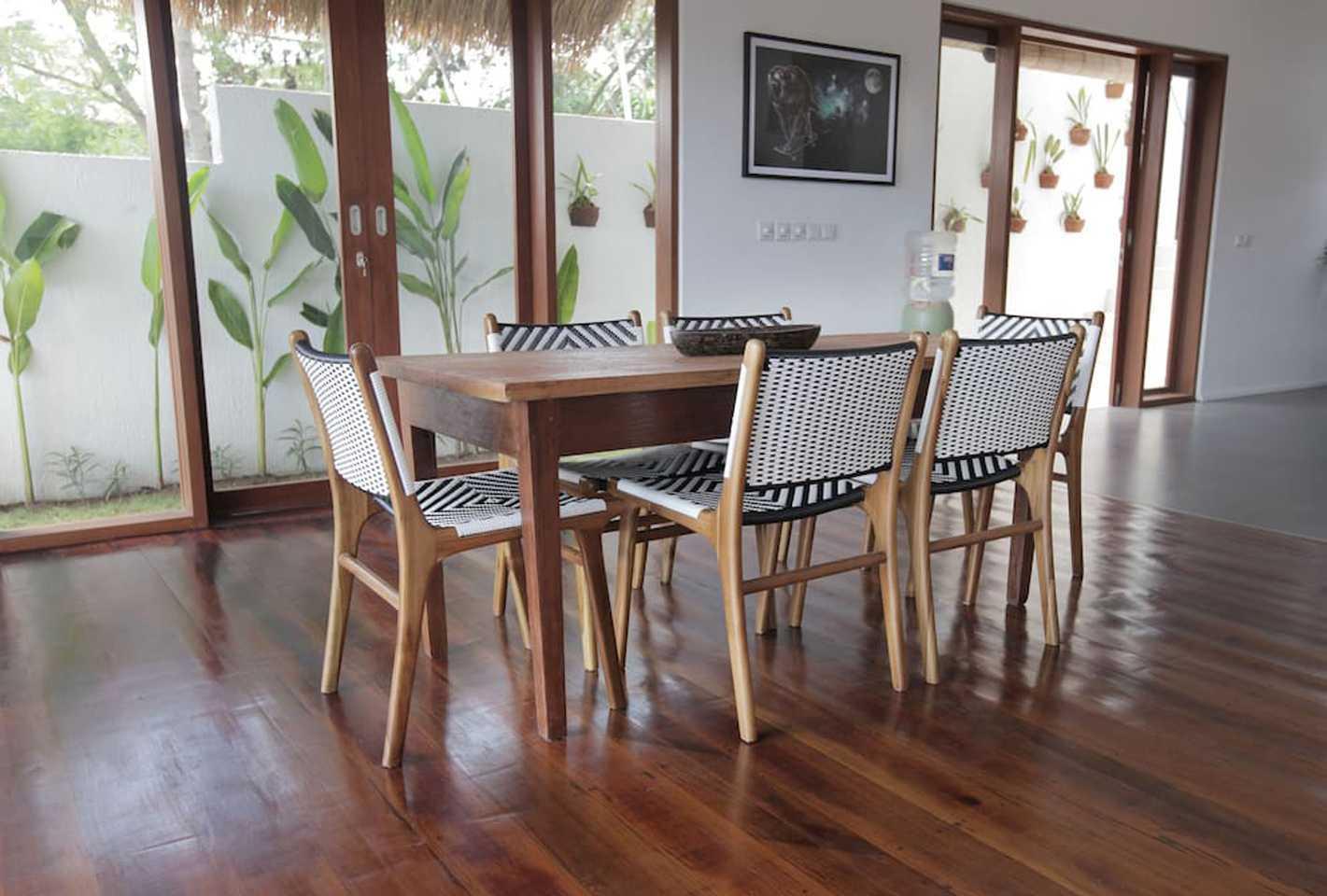 Hg Architects & Designers Associates Villa Pererenan Pererenan, Mengwi, Kabupaten Badung, Bali, Indonesia Pererenan, Mengwi, Kabupaten Badung, Bali, Indonesia Dining Area   48592