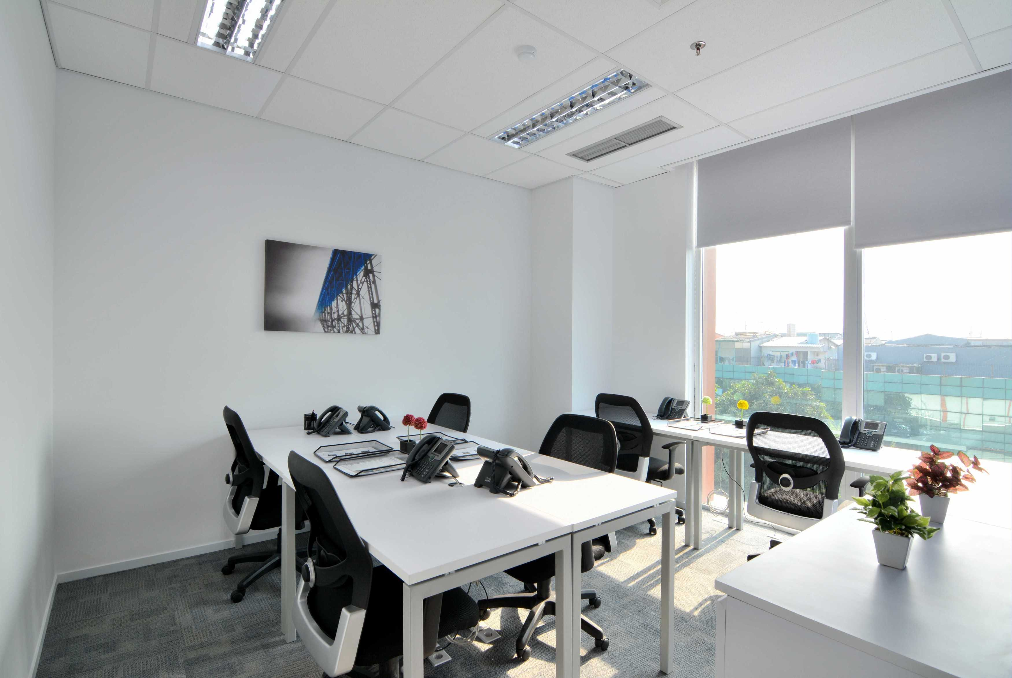 Gurkan Izci Regus Graha Sentra Building Level 4 Graha Sentra Building Level 4 Typical Office Space   24762