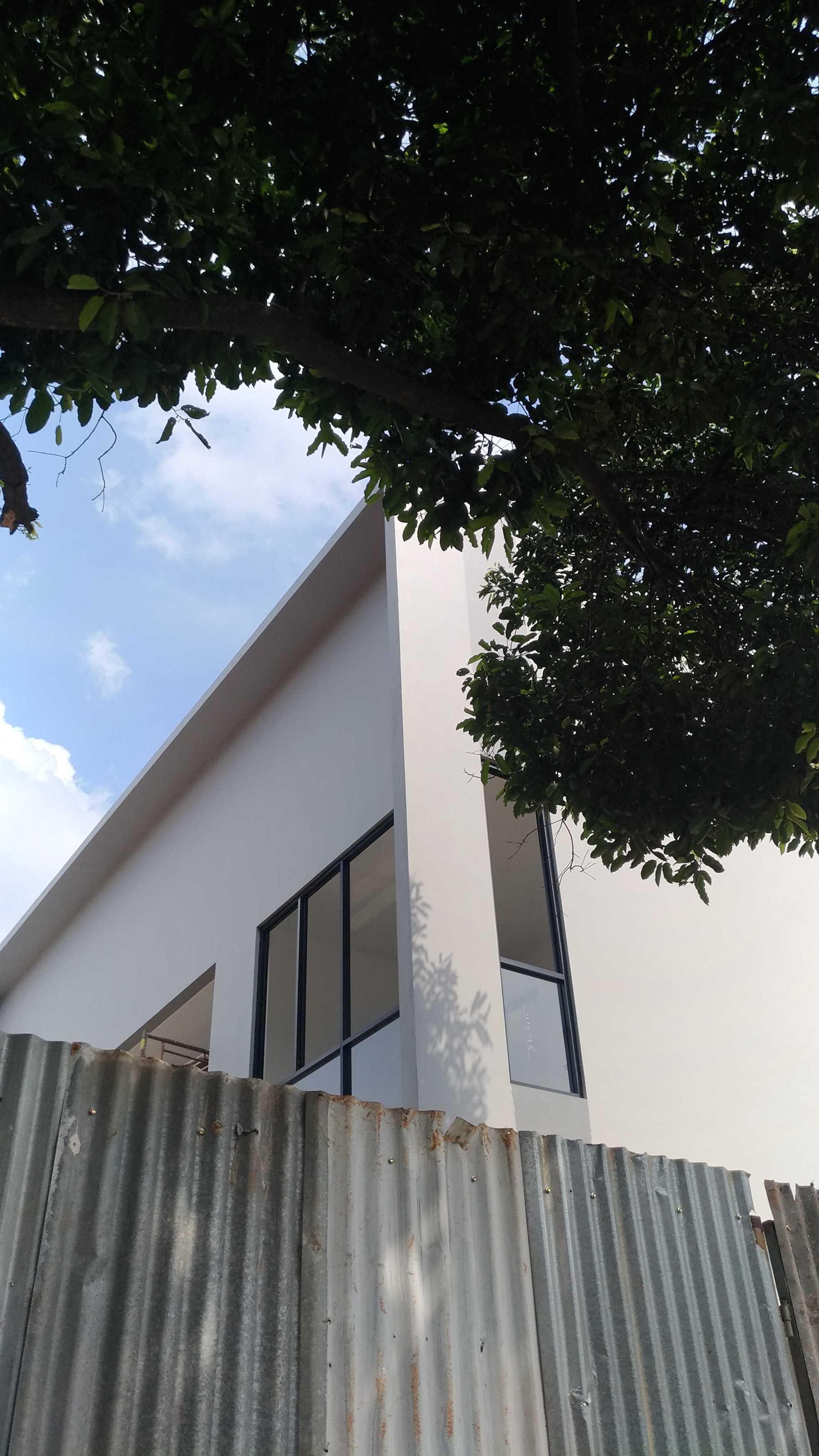 Mahastudio & Partner Renovasi Rumah Beiji Depok City, West Java, Indonesia Depok City, West Java, Indonesia Denah Eksisting Tropis  51334