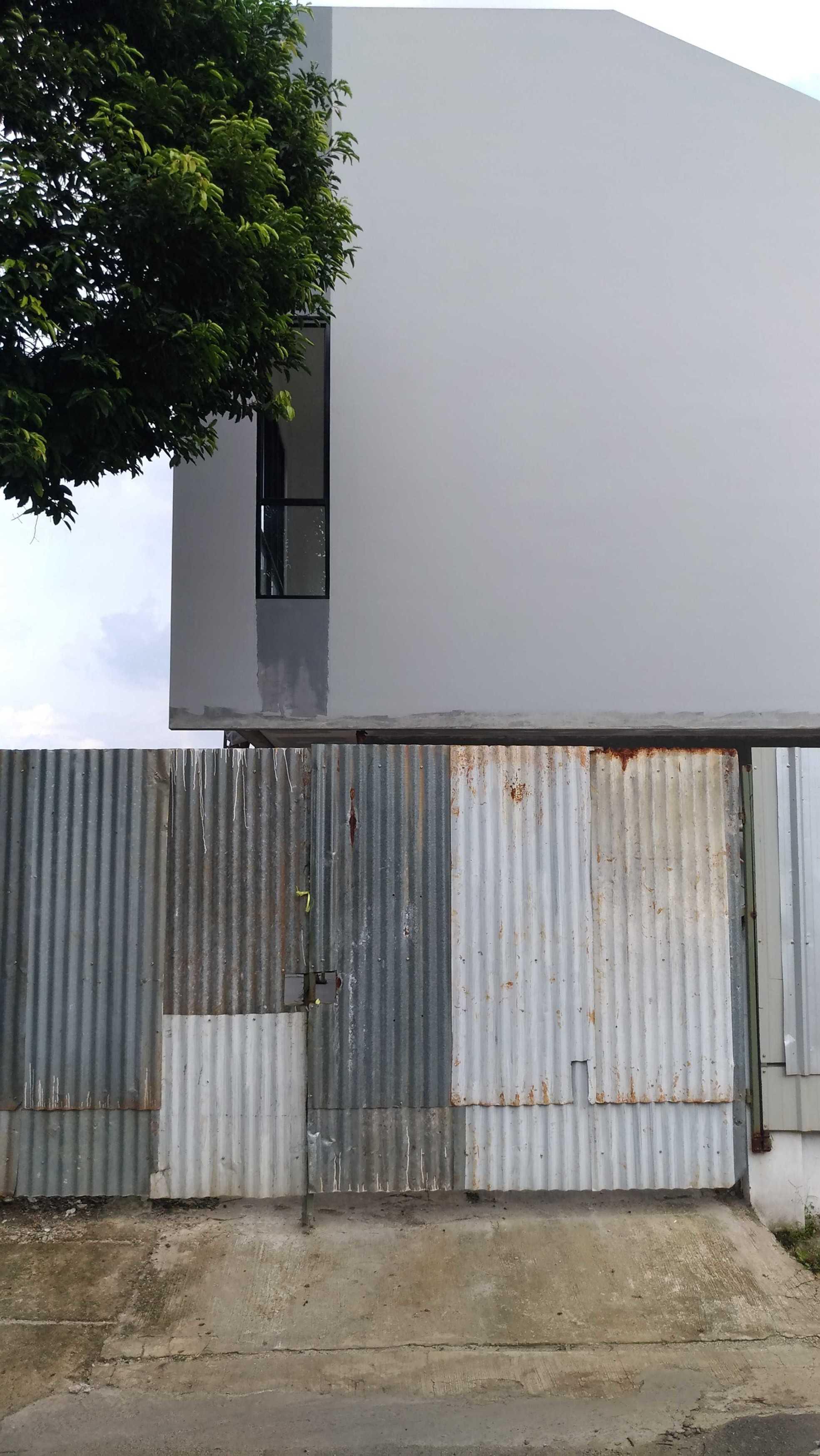 Mahastudio & Partner Renovasi Rumah Beiji Depok City, West Java, Indonesia Depok City, West Java, Indonesia Under Construction Tropis  51338