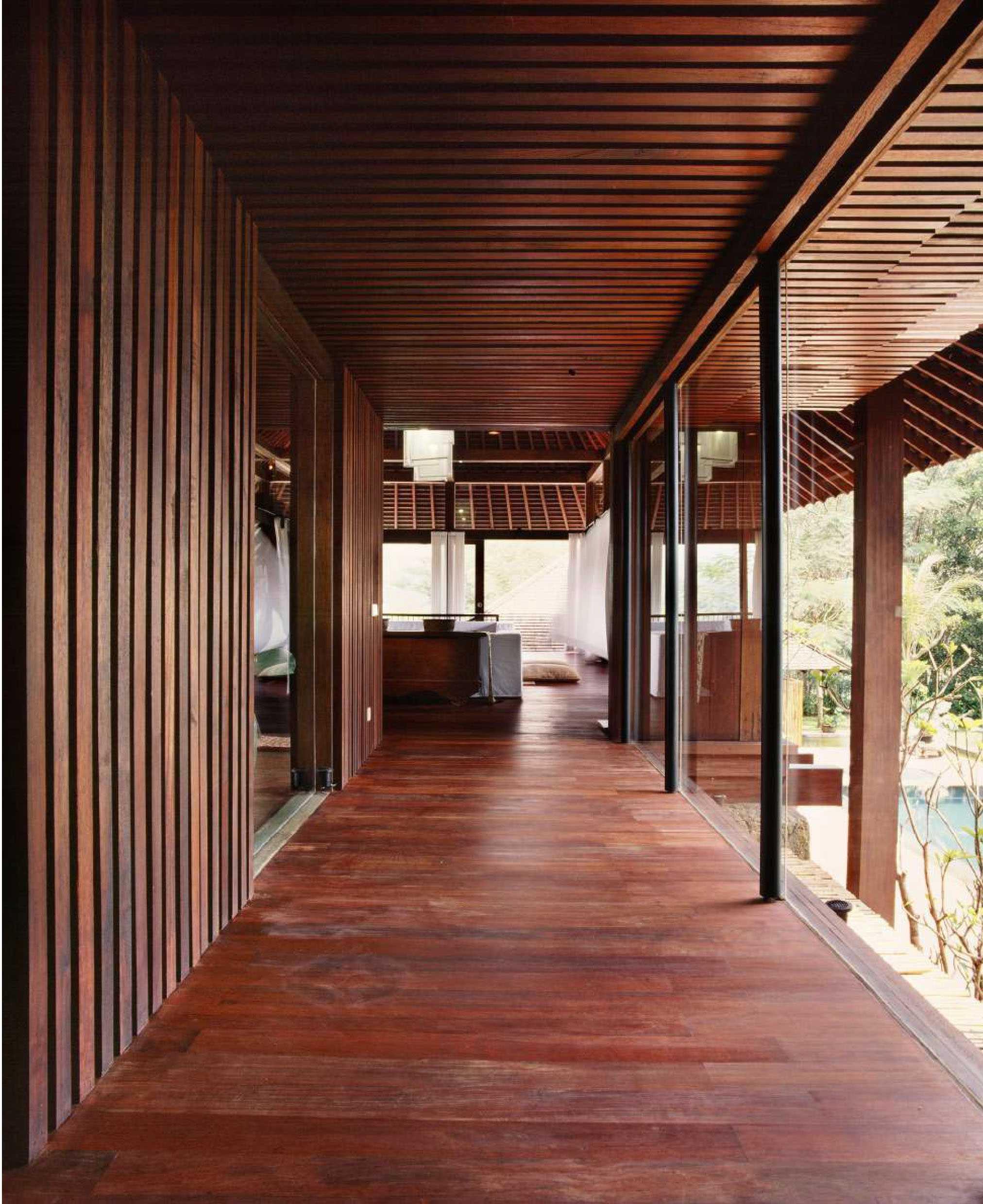 Studio Air Putih Ak_House Rancamaya, Bogor Rancamaya, Bogor Hallway Traditional  25012