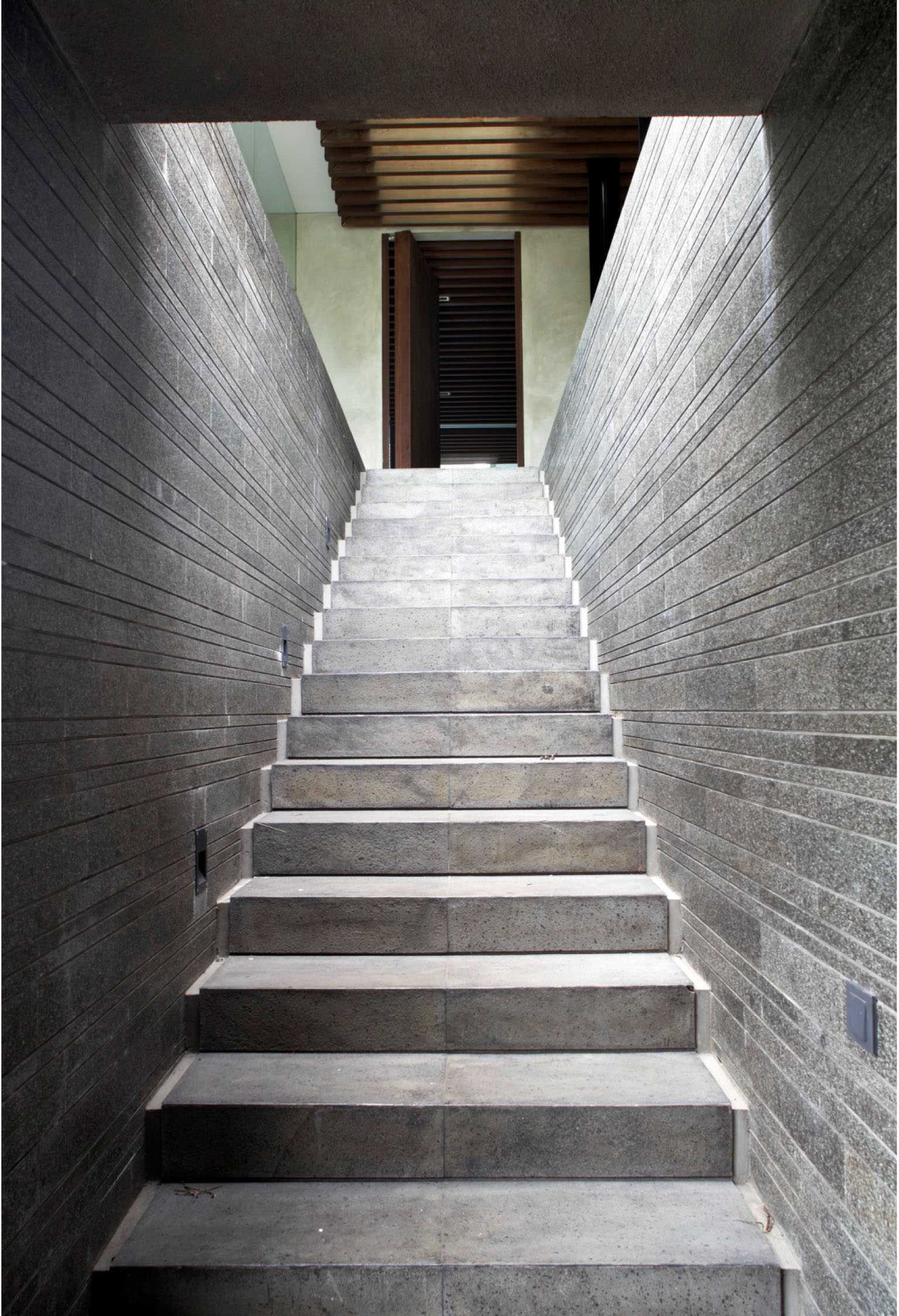 Studio Air Putih W_House Tulodong, Jakarta Tulodong, Jakarta Stairs View   25168