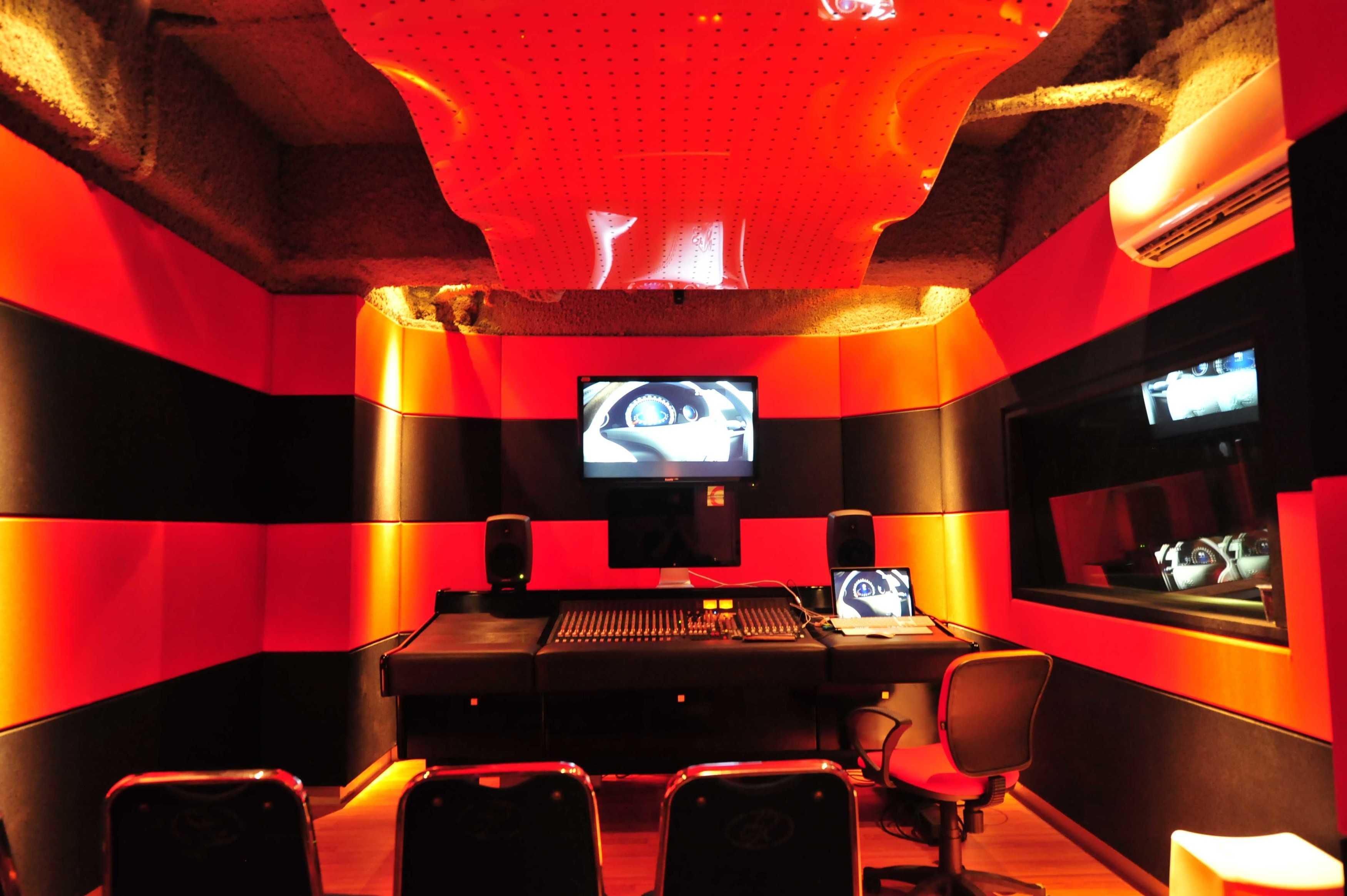 Aqustica Ssr School Of Sound Recording Jakarta Jakarta, Indonesia Jakarta, Indonesia 7-Control-Room-Gs-R24 Modern  29757