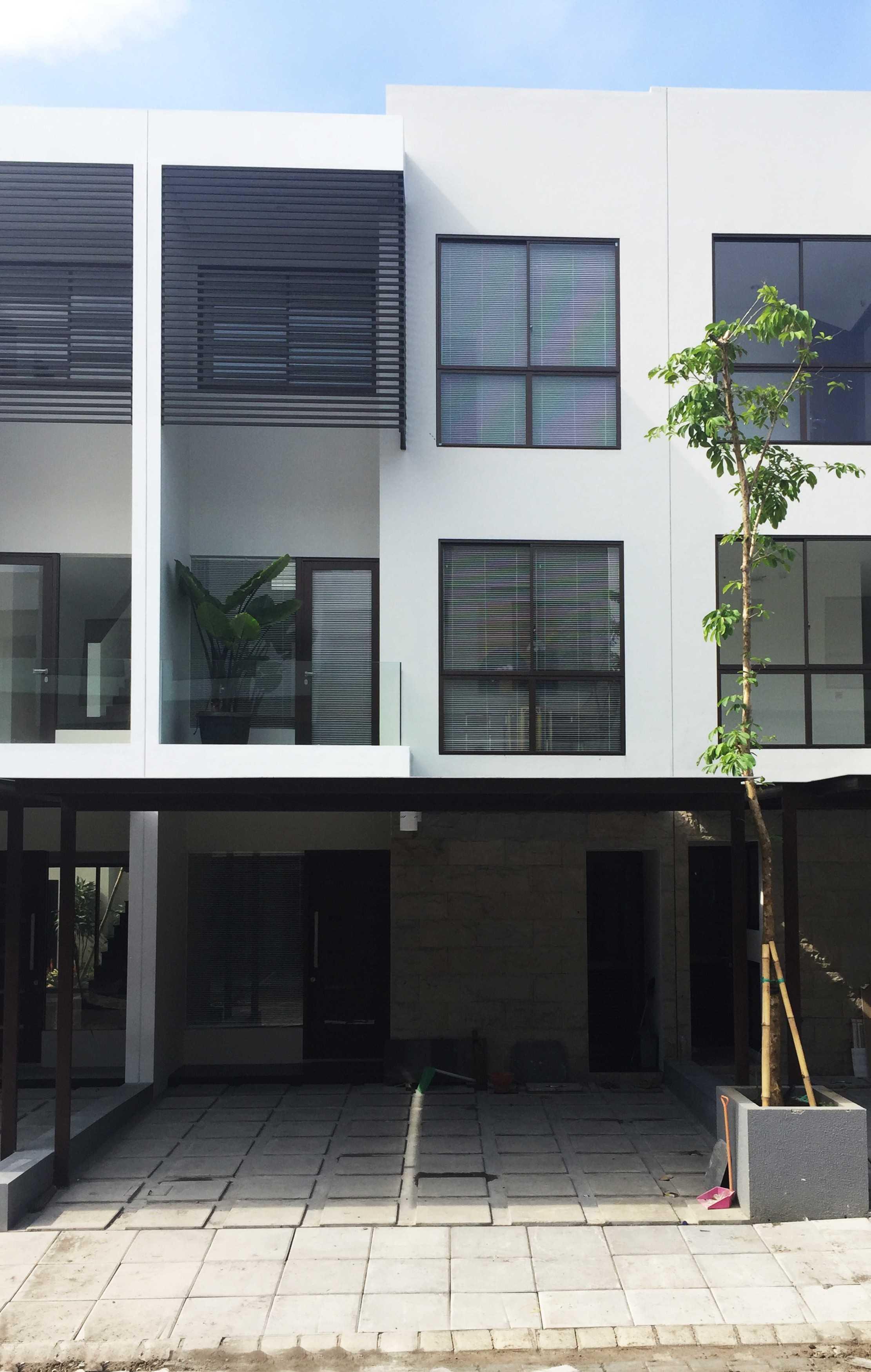 Koma Graha Natura Blok Aa Surabaya Surabaya Graha-Natura-Aa-23-Exterior-1 Kontemporer,minimalis  29475