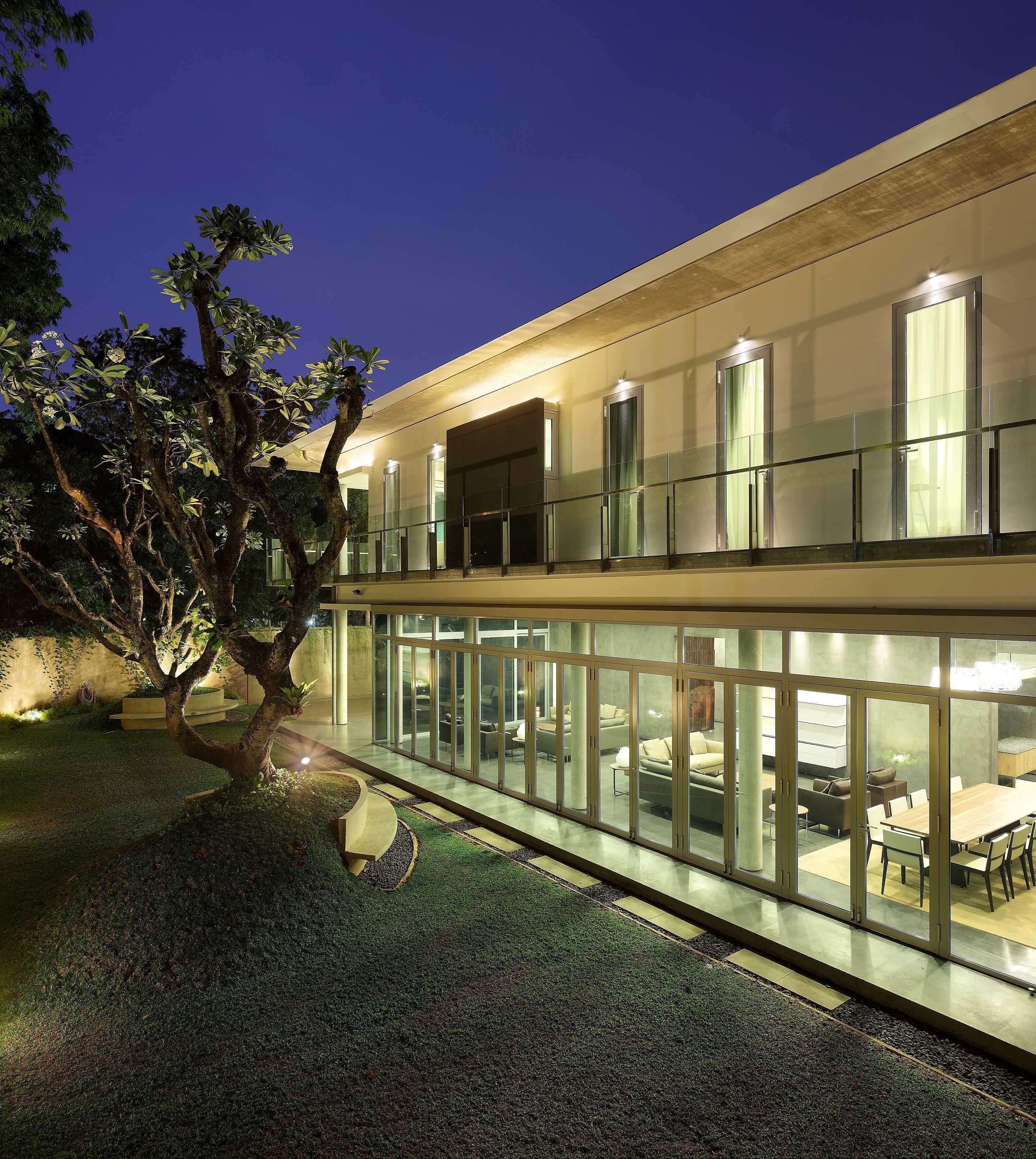 Irianto Purnomo Hadi Swiss Embassy  Jakarta, Indonesia Courtyard Kontemporer  30258