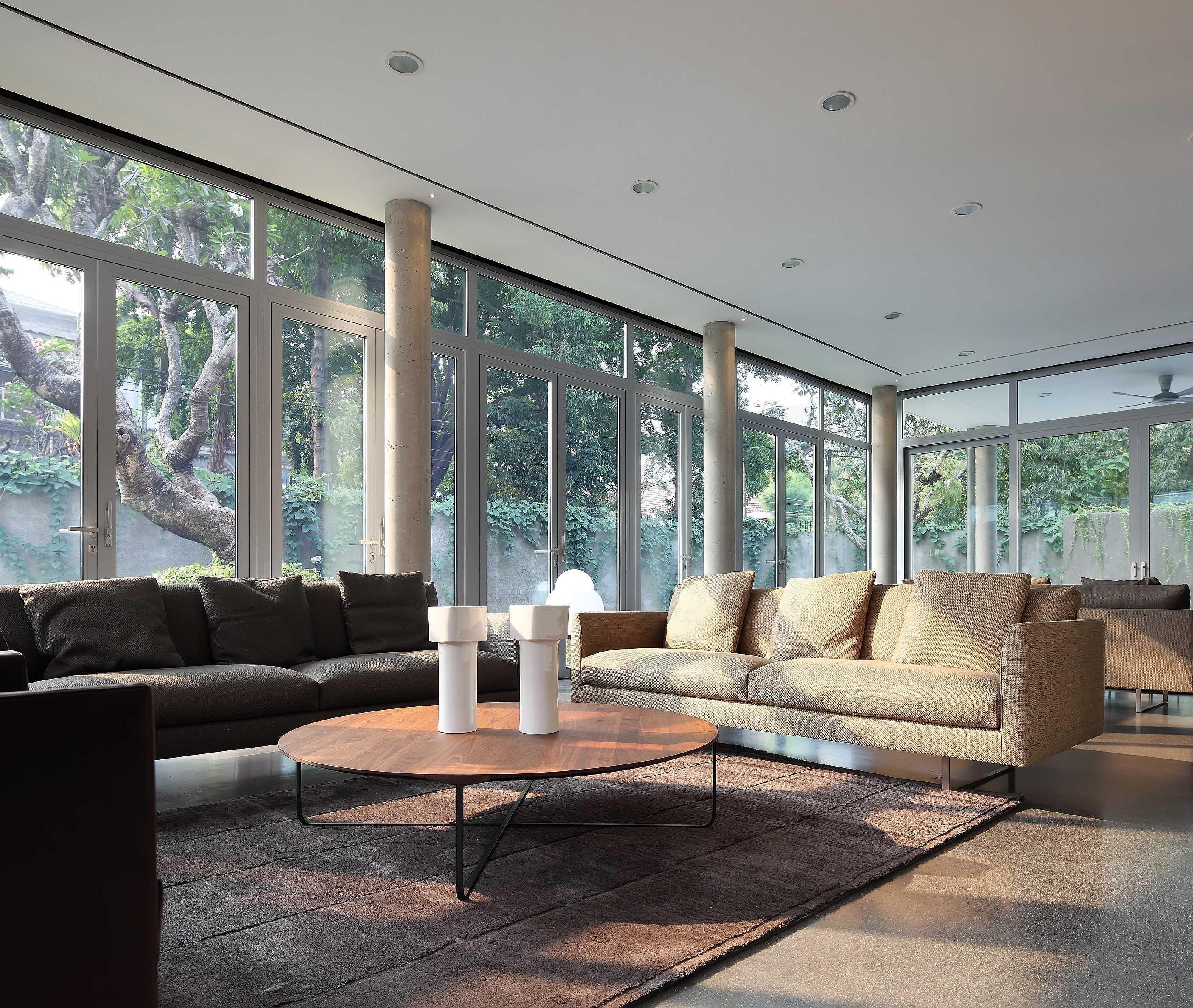 Irianto Purnomo Hadi Swiss Embassy  Jakarta, Indonesia Living Room Kontemporer  30260