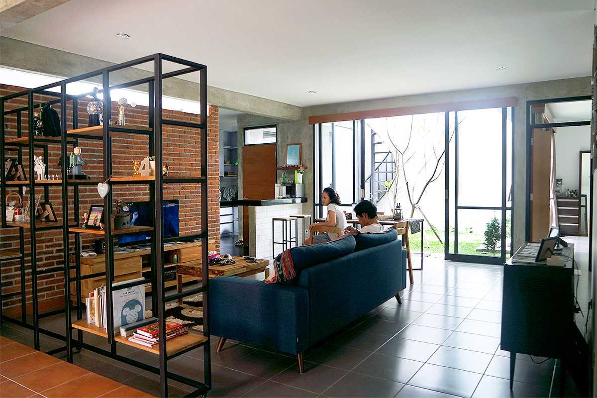 Lukie Widya - Luwist Spatial A+A House Bandung, Bandung City, West Java, Indonesia Bandung, Bandung City, West Java, Indonesia Sam1894Red-Copy Modern  31899