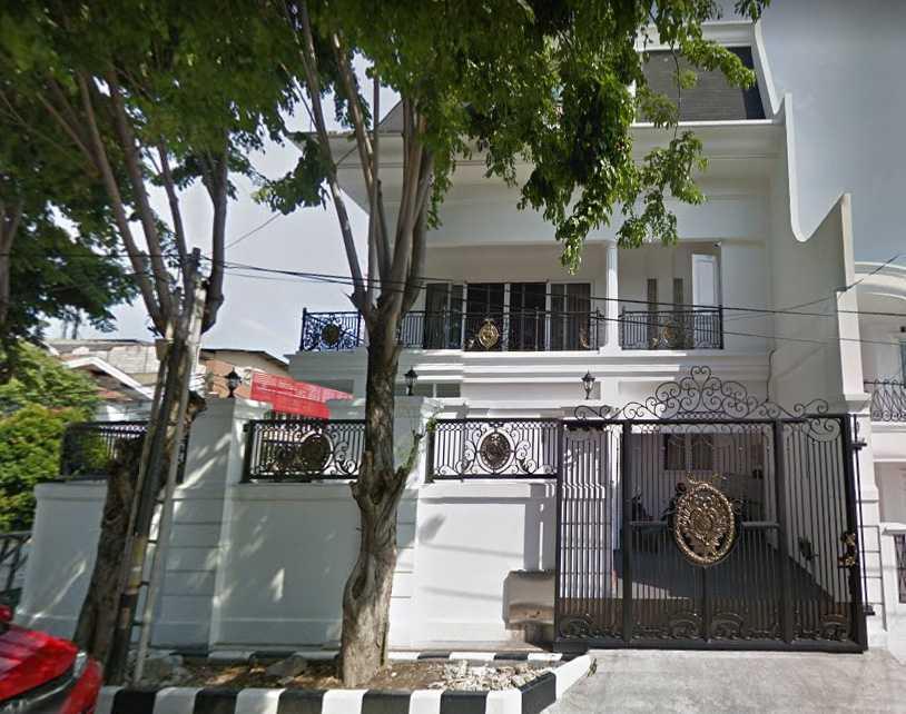 A N J A R S I T E K Modern Collonial House Kelapa Gading, North Jakarta City, Jakarta, Indonesia Kelapa Gading, North Jakarta City, Jakarta, Indonesia Facade-Exterior4 Klasik  36017