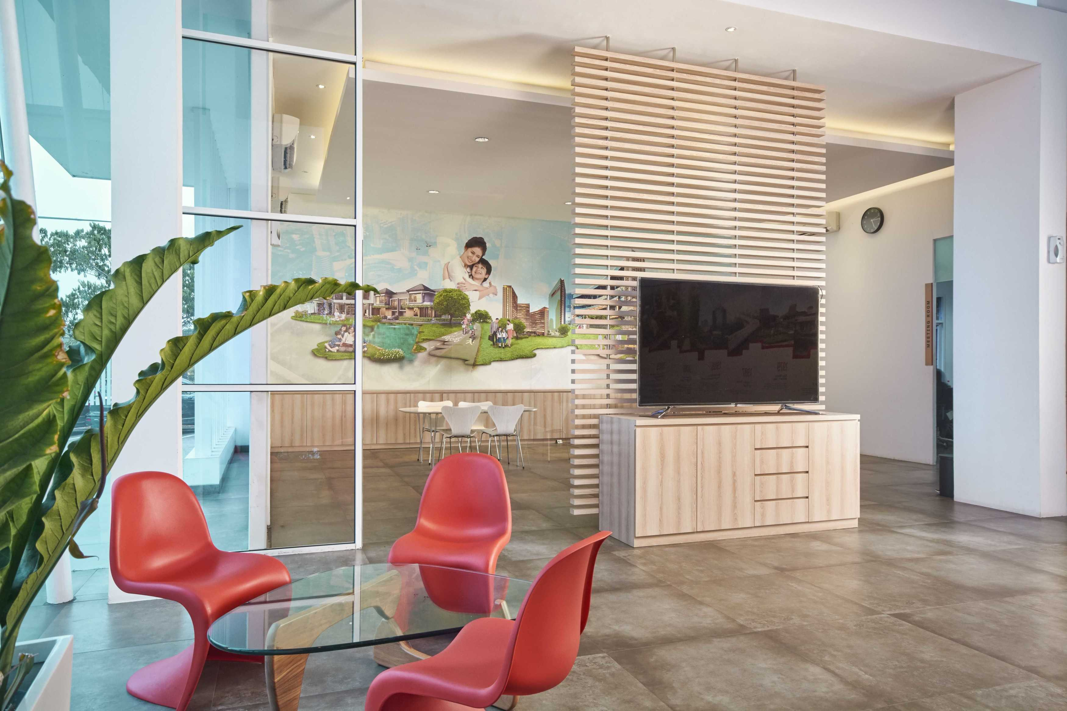 Kotak Design Jaya Real Property Marketing Office Interior Kota Tangerang Selatan, Banten, Indonesia Sinar Mas Land Plaza, Jl. Bsd Green Boulevard Barat Kav. Office Park No. 1, Sampora, Tangerang, Banten 15157, Indonesia Seating Area Modern  45447