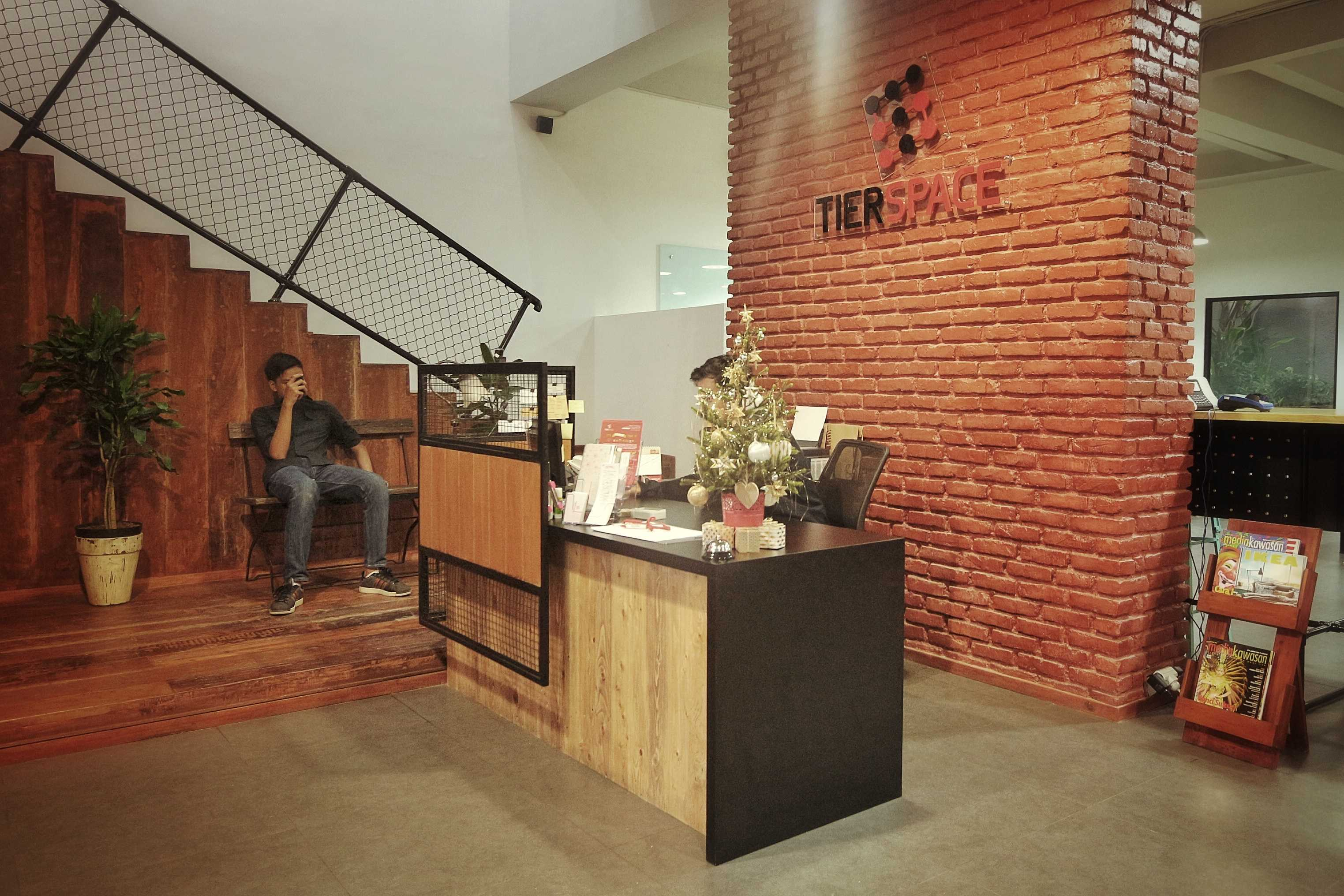 Kotak Design Tier Space Interior Jakarta, Daerah Khusus Ibukota Jakarta, Indonesia Jakarta, Daerah Khusus Ibukota Jakarta, Indonesia Tier Space Interior - Receptionist Area Modern  45455