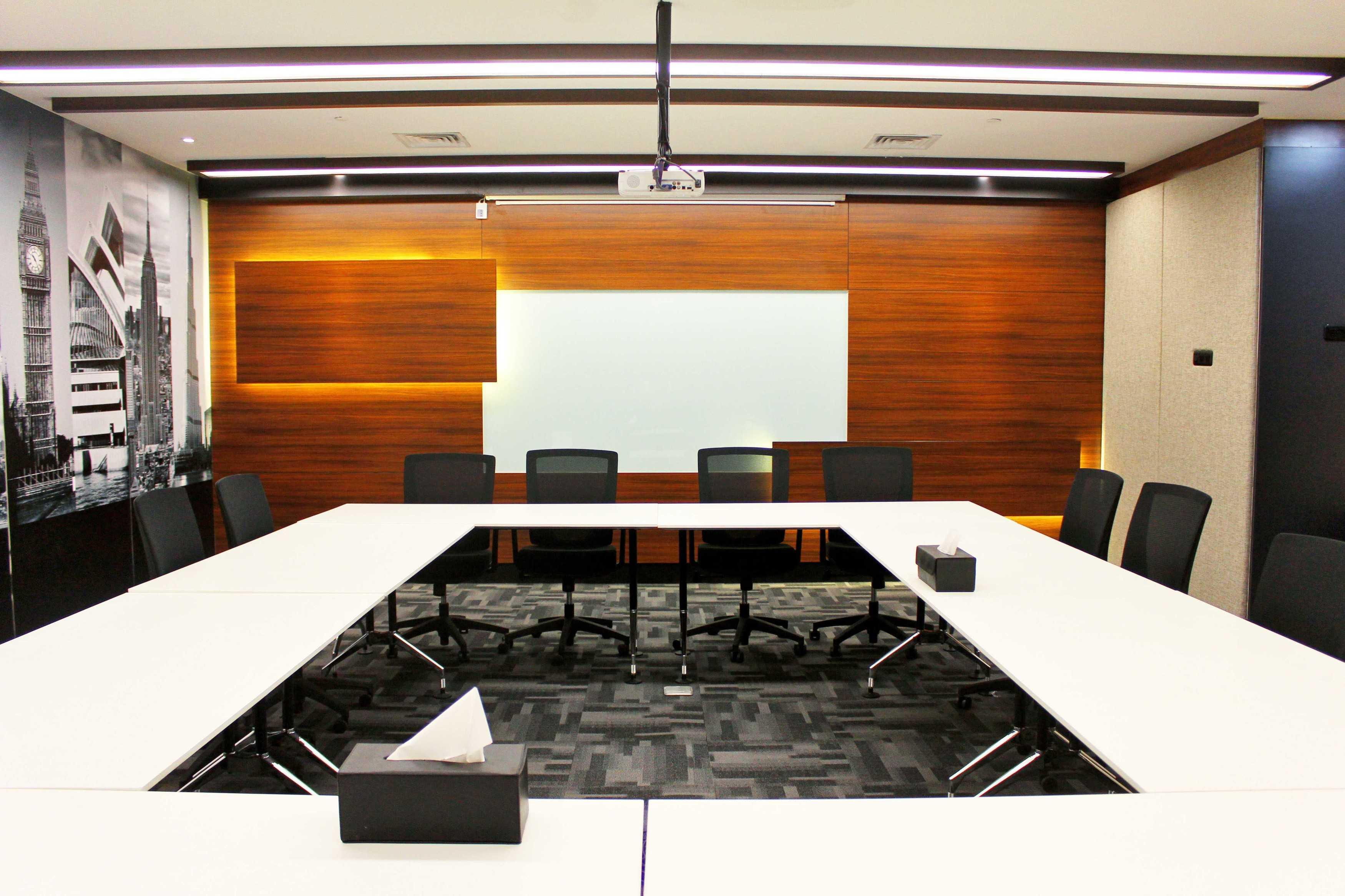 Kotak Design Equity Tower Building Management Office Jakarta, Daerah Khusus Ibukota Jakarta, Indonesia Jakarta, Daerah Khusus Ibukota Jakarta, Indonesia Meeting Room Modern  45616