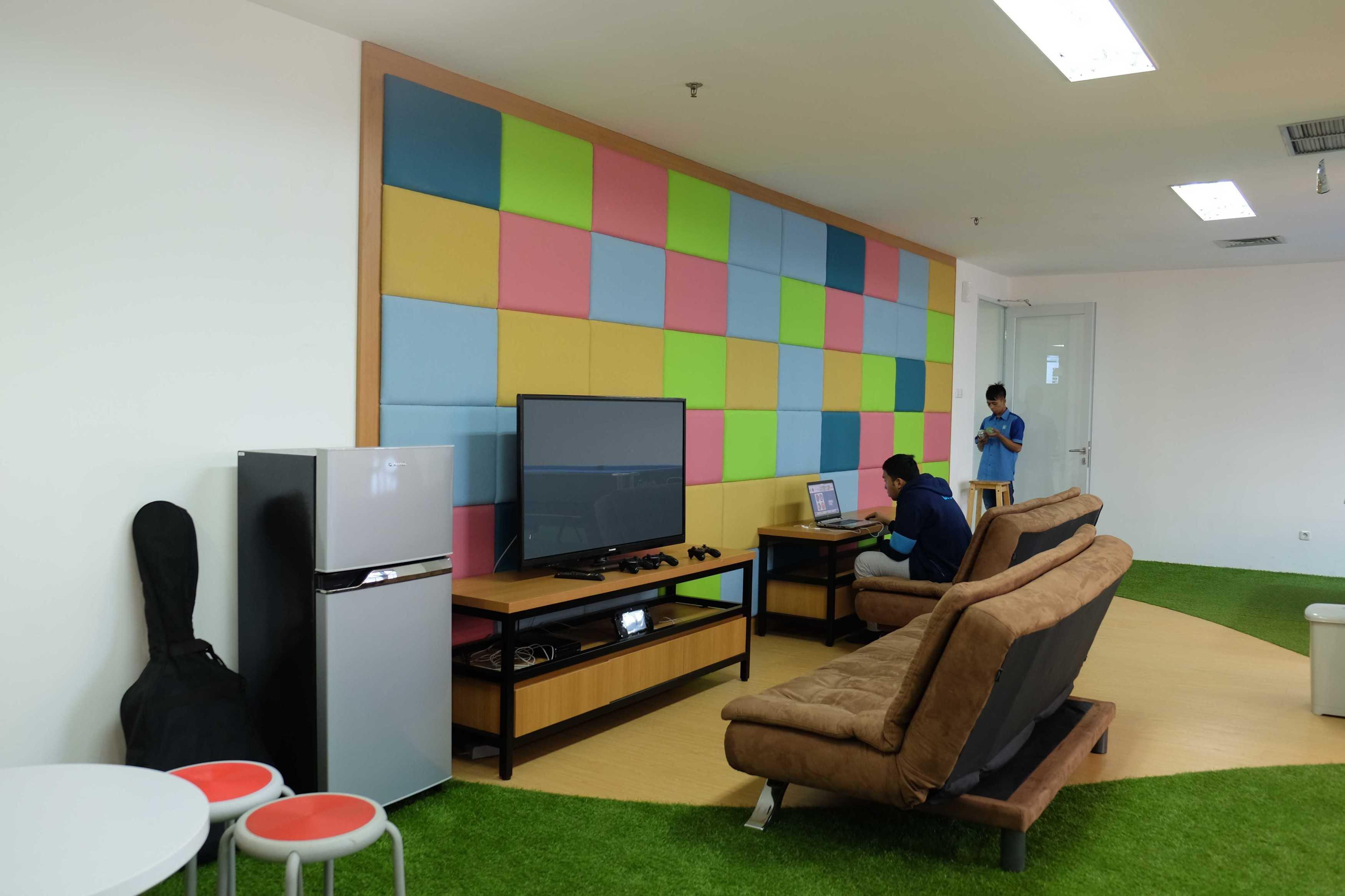 Kotak Design Kudo (Kios Untuk Dagang Online) Jakarta, Daerah Khusus Ibukota Jakarta, Indonesia  Entertainment Room Modern  45936