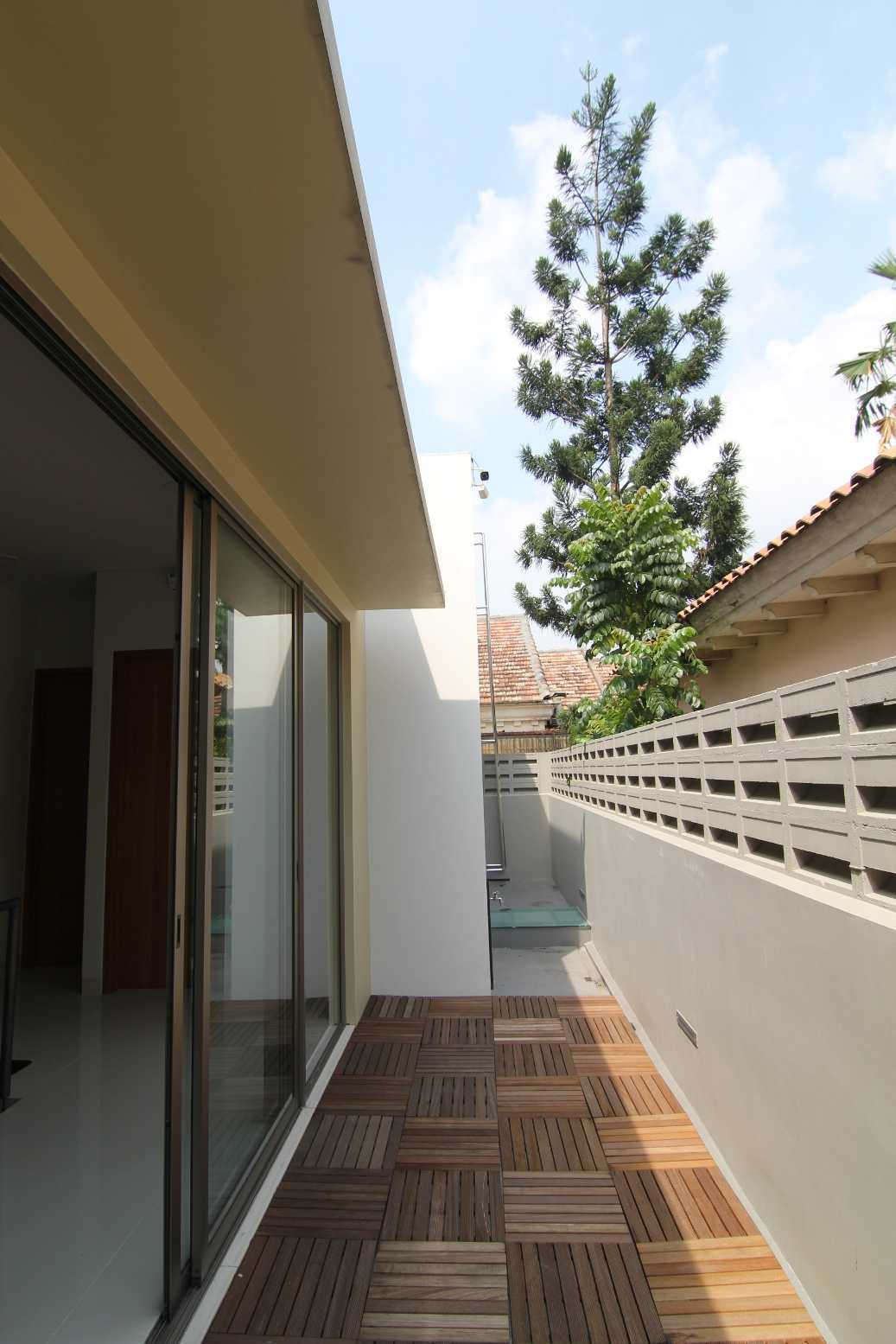 Sony Budiono & Partner Architect Firm O Residence Bencongan, Klp. Dua, Tangerang, Banten 15810, Indonesia Bencongan, Klp. Dua, Tangerang, Banten 15810, Indonesia Corridor   42943