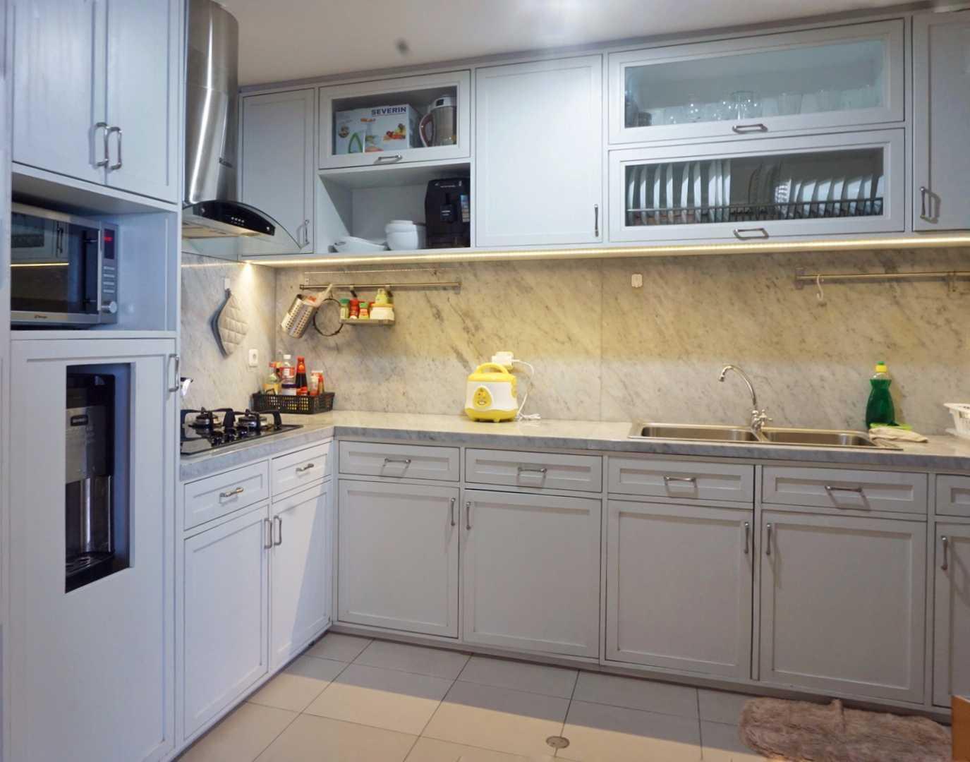 Ruang Putih Design & Build J Apartment Daerah Khusus Ibukota Jakarta, Indonesia Daerah Khusus Ibukota Jakarta, Indonesia Kitchen Room   43074