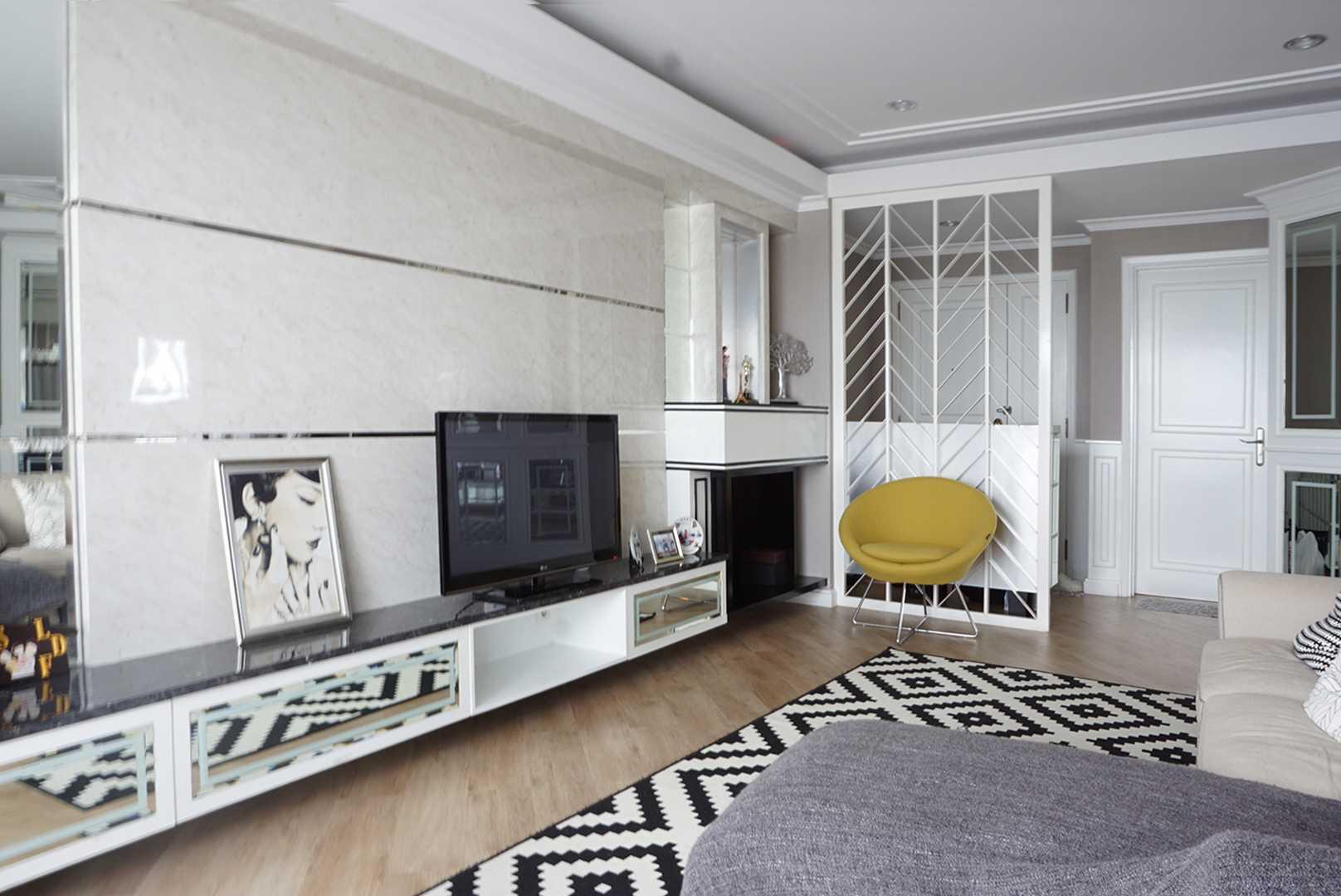 Ruang Putih Design & Build J Apartment Daerah Khusus Ibukota Jakarta, Indonesia Daerah Khusus Ibukota Jakarta, Indonesia Family Room   43078