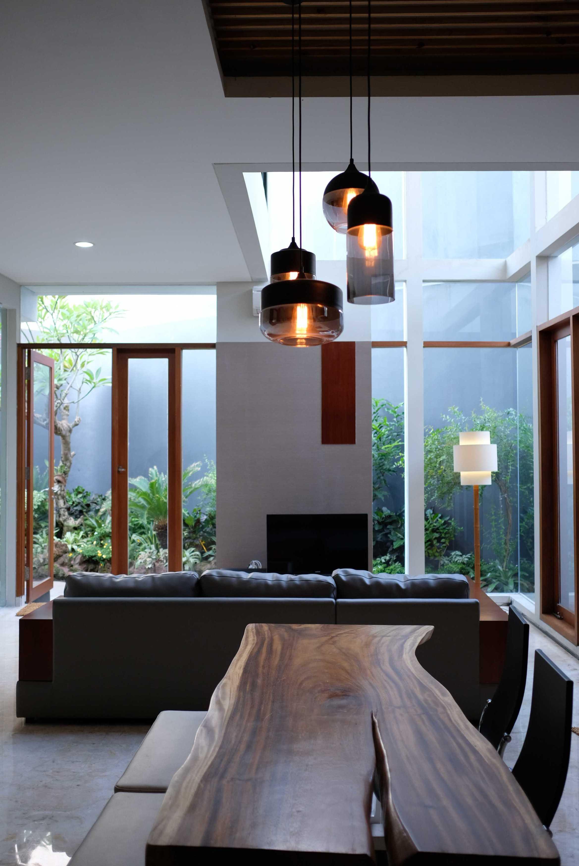 Saga Contractor Rumah Tinggal Minimalis Kota Sby, Jawa Timur, Indonesia Kota Sby, Jawa Timur, Indonesia Rumah Tinggal Minimalis - Family Room   44715