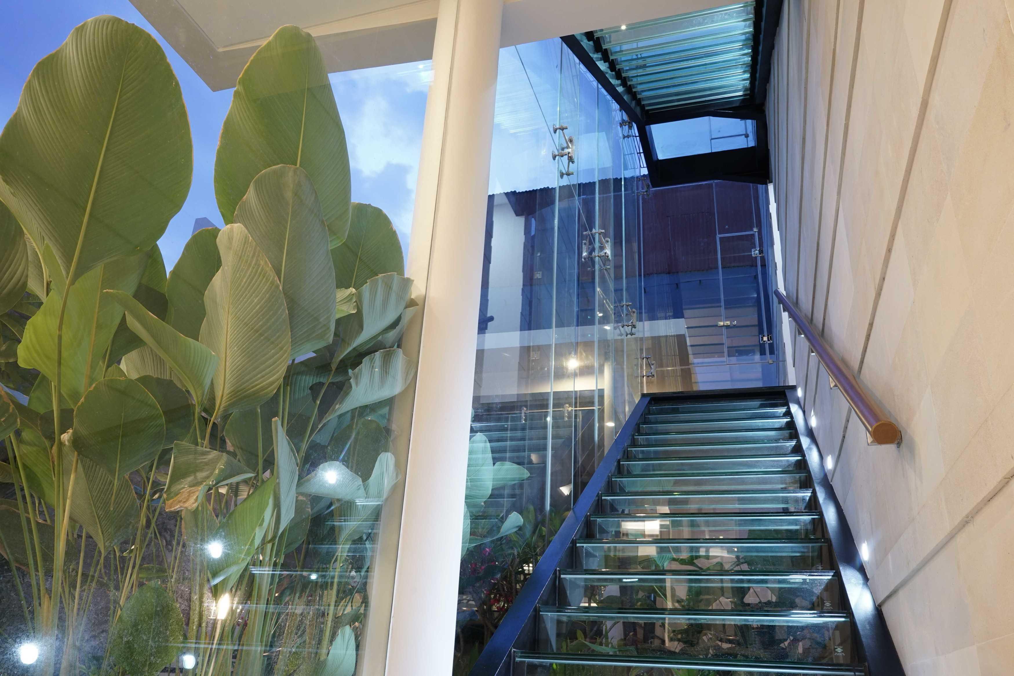 Saga Contractor Pembangunan Rumah Tinggal Kota Sby, Jawa Timur, Indonesia Kota Sby, Jawa Timur, Indonesia Pembangunan Rumah Tinggal - Stairs Modern  45031
