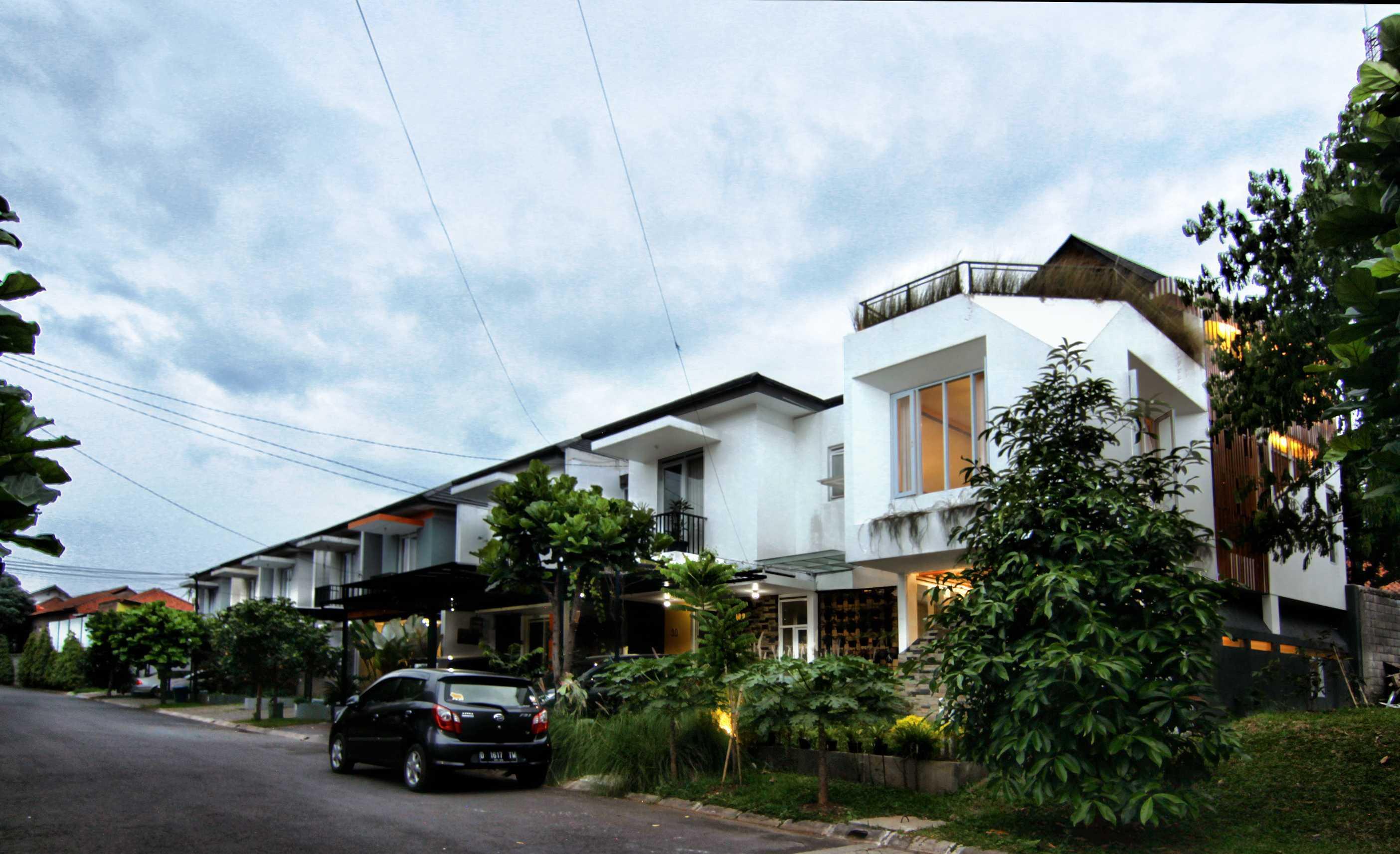 Mineli Architects Al House Baros, Cimahi Tengah, Kota Cimahi, Jawa Barat, Indonesia Baros, Cimahi Tengah, Kota Cimahi, Jawa Barat, Indonesia Exterior View Contemporary <P>Eksterior</p> 45263