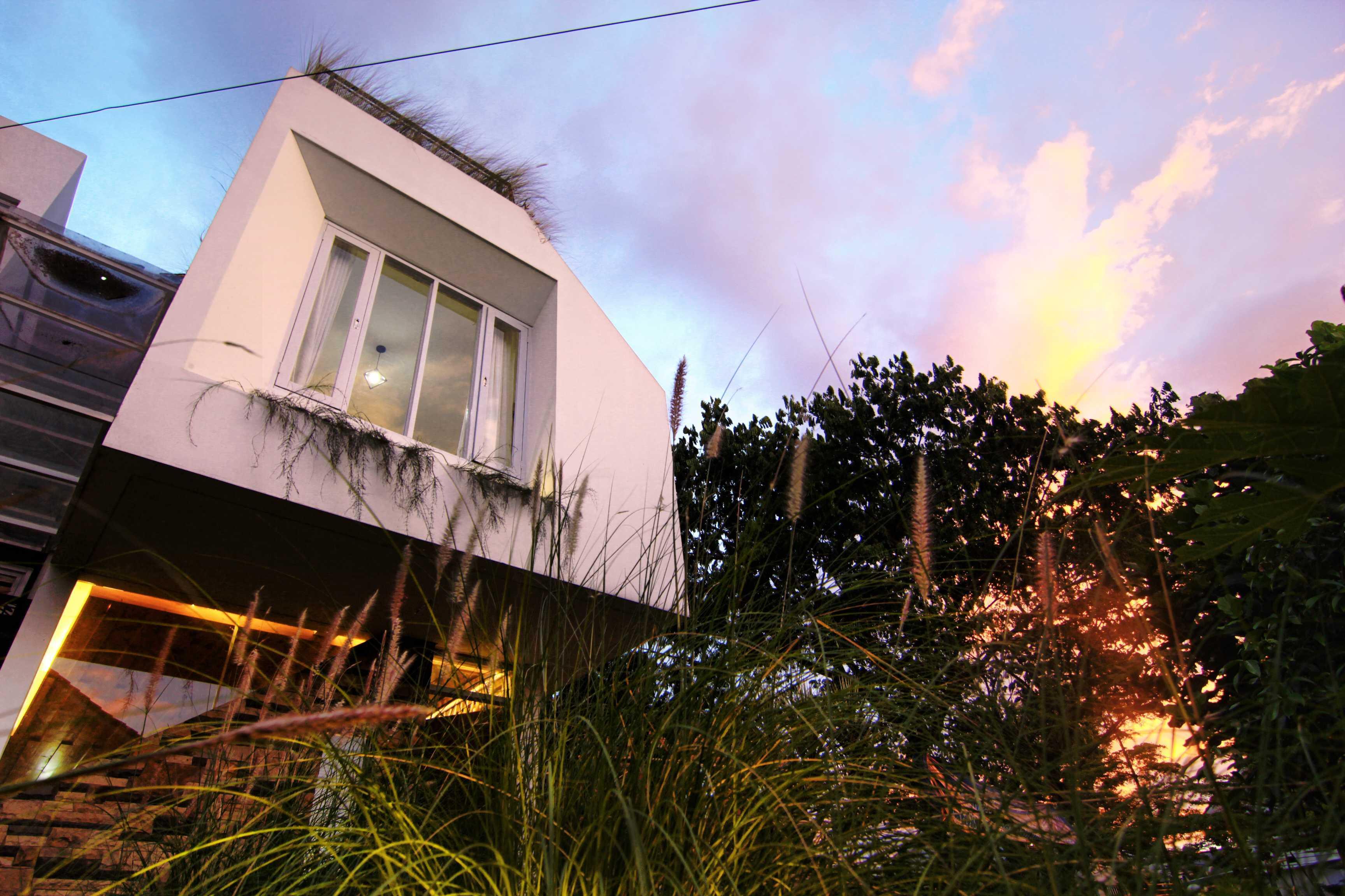 Mineli Architects Al House Baros, Cimahi Tengah, Kota Cimahi, Jawa Barat, Indonesia Baros, Cimahi Tengah, Kota Cimahi, Jawa Barat, Indonesia Facade View   45267