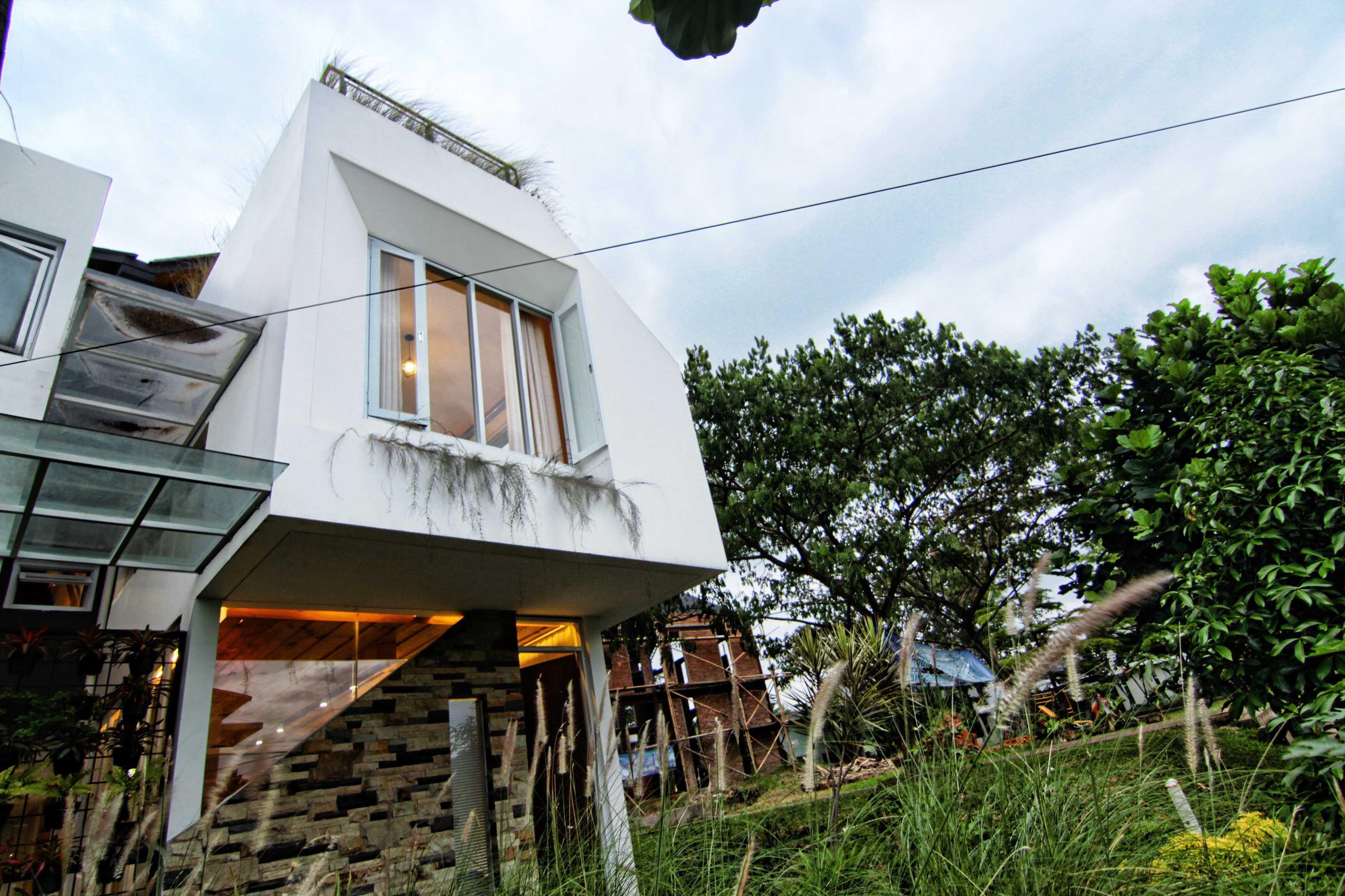 Mineli Architects Al House Baros, Cimahi Tengah, Kota Cimahi, Jawa Barat, Indonesia Baros, Cimahi Tengah, Kota Cimahi, Jawa Barat, Indonesia Exterior View   45268