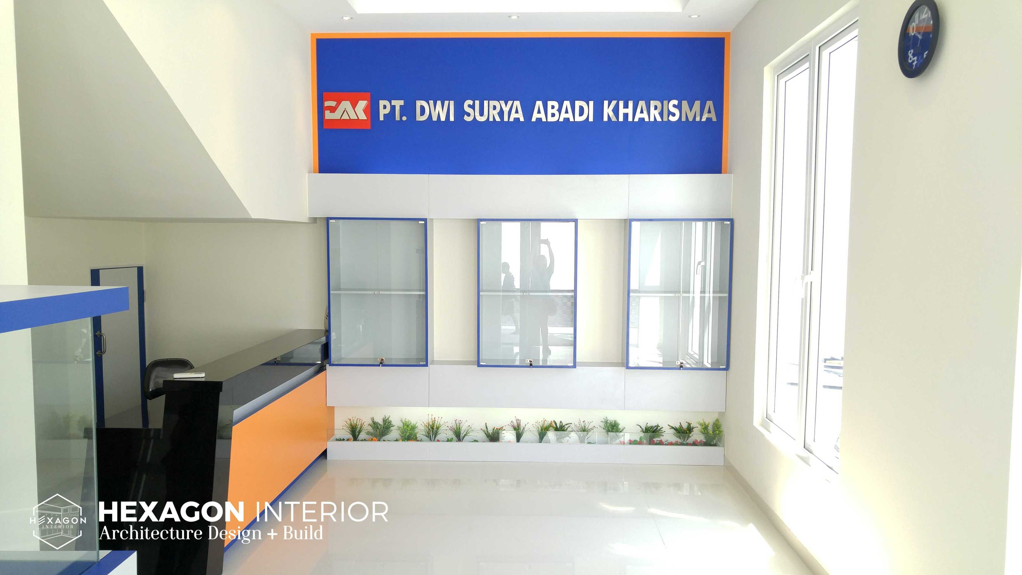 Hexagon Interior Showroom - Office Project At Surabaya   Hexagon-Interior-Showroom-Office-Project-At-Surabaya   51454