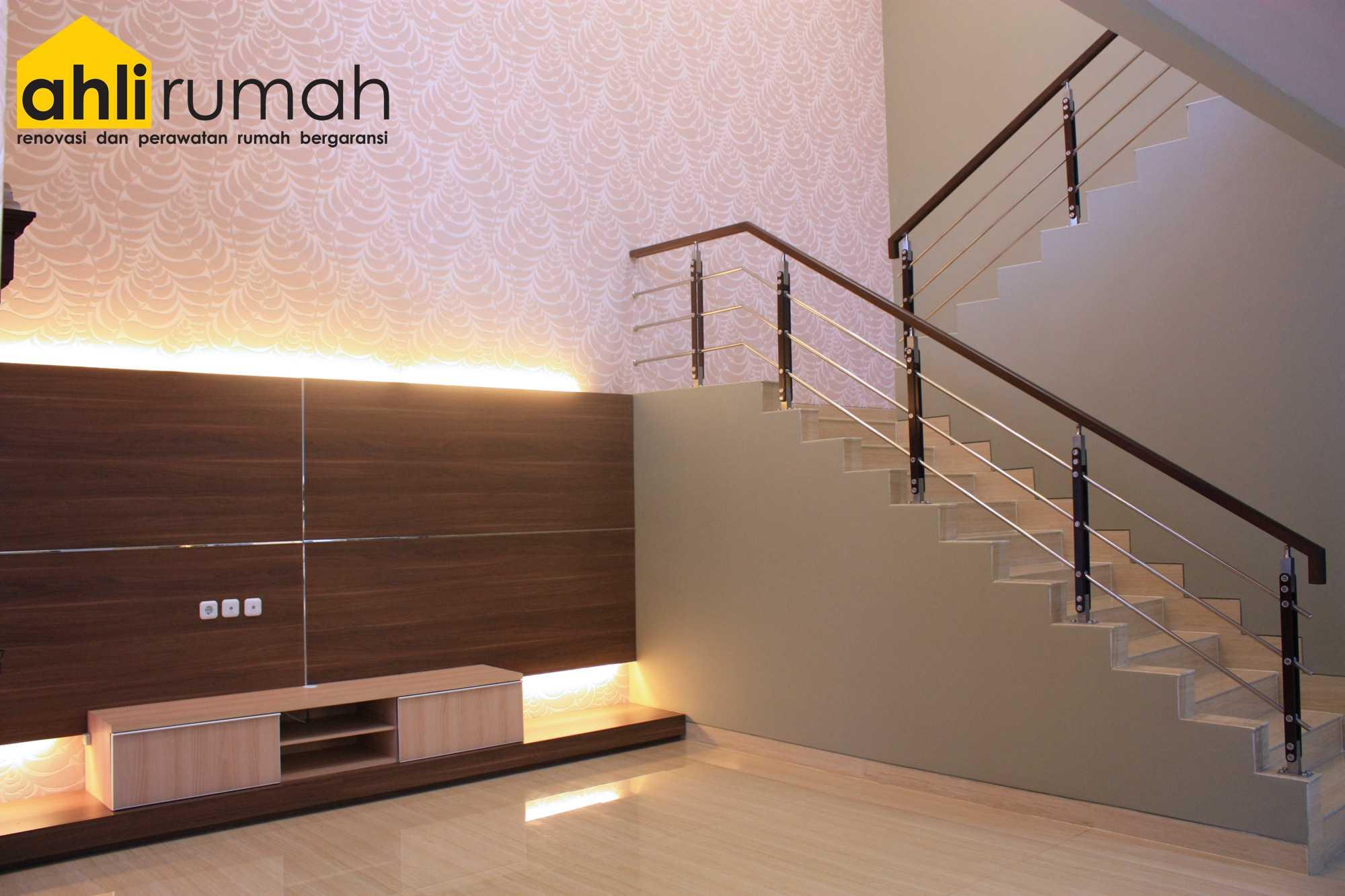 Ahlirumah.id Interior - Rumah Ibu C Daerah Khusus Ibukota Jakarta, Indonesia  Staircase View Kontemporer  49167