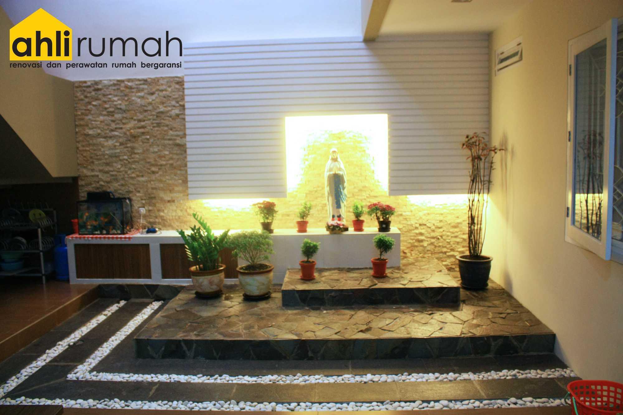 Ahlirumah.id Interior - Rumah Ibu C Daerah Khusus Ibukota Jakarta, Indonesia  Inner Courtyard Kontemporer  49168