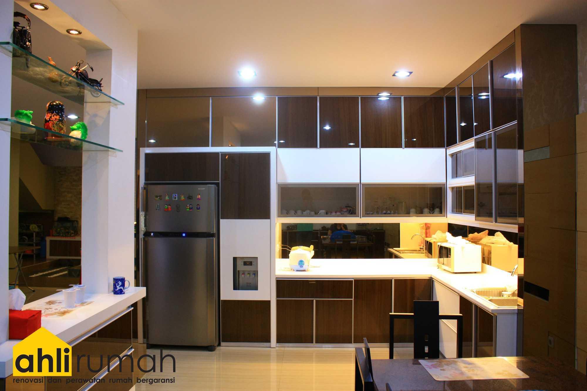Ahlirumah.id Interior - Rumah Ibu C Daerah Khusus Ibukota Jakarta, Indonesia  Kitchen Area Kontemporer  49171
