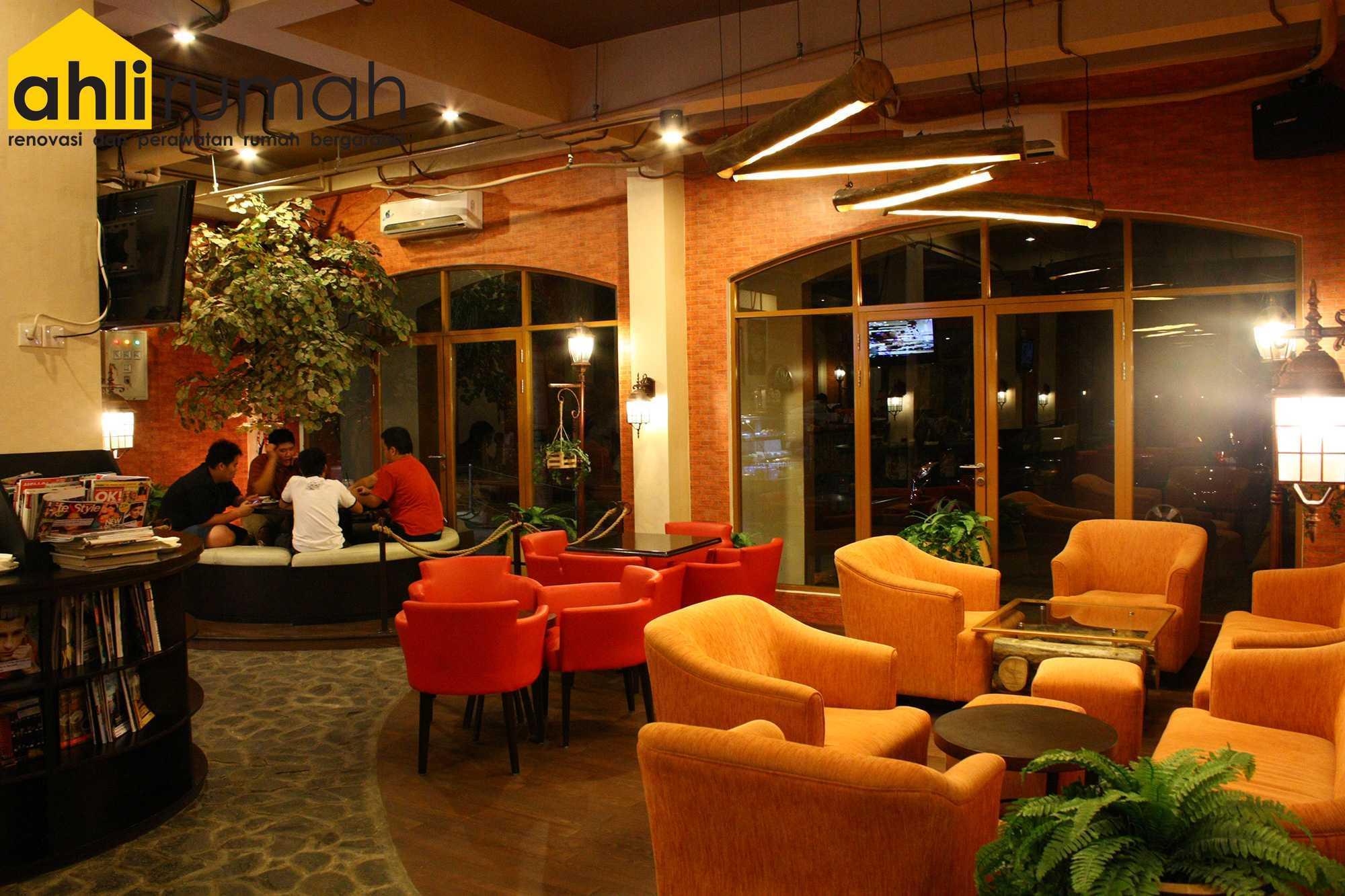 Ahlirumah.id Interior - G8 Shop Jakarta, Daerah Khusus Ibukota Jakarta, Indonesia  Seating Area Restaurant   49175