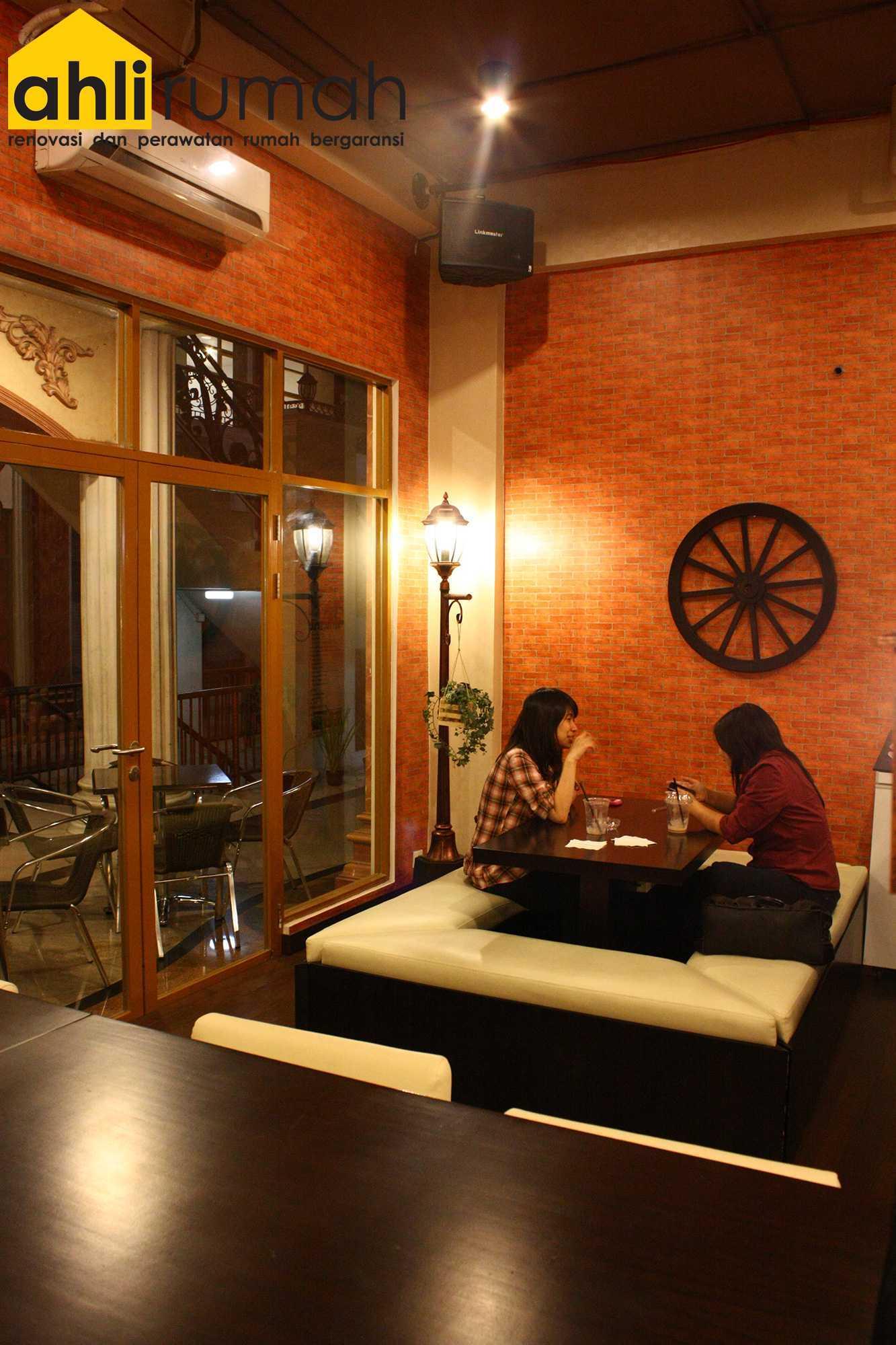 Ahlirumah.id Interior - G8 Shop Jakarta, Daerah Khusus Ibukota Jakarta, Indonesia  Seating Area Restaurant   49180