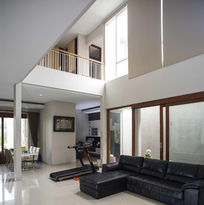 Satuvista Architect Rumah Tropis Hook Kabupaten Jombang, Jawa Timur, Indonesia Jawa Timur, Indonesia Family Room   48718