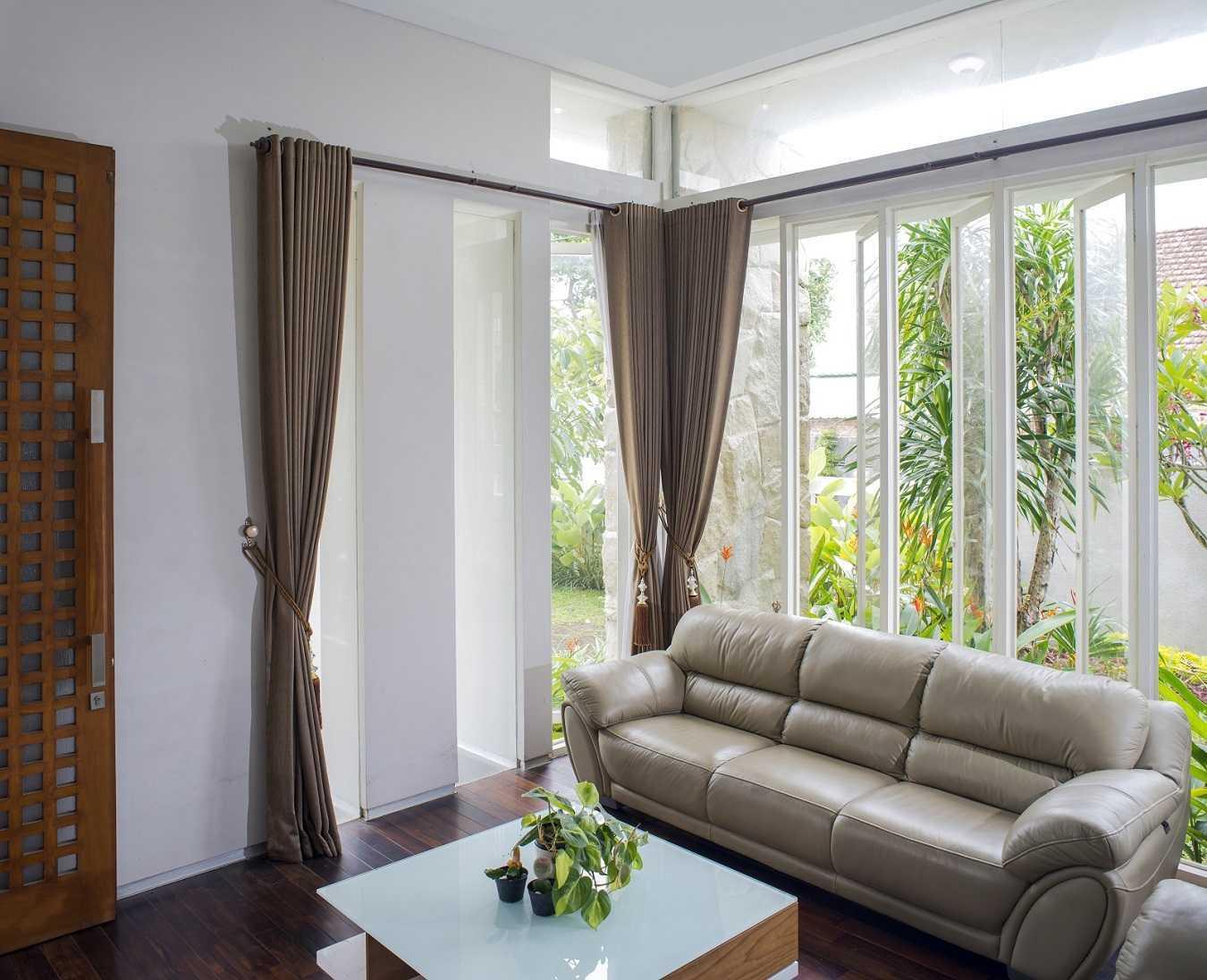 Satuvista Architect Rumah Tropis Hook Kabupaten Jombang, Jawa Timur, Indonesia Jawa Timur, Indonesia Living Room   48722